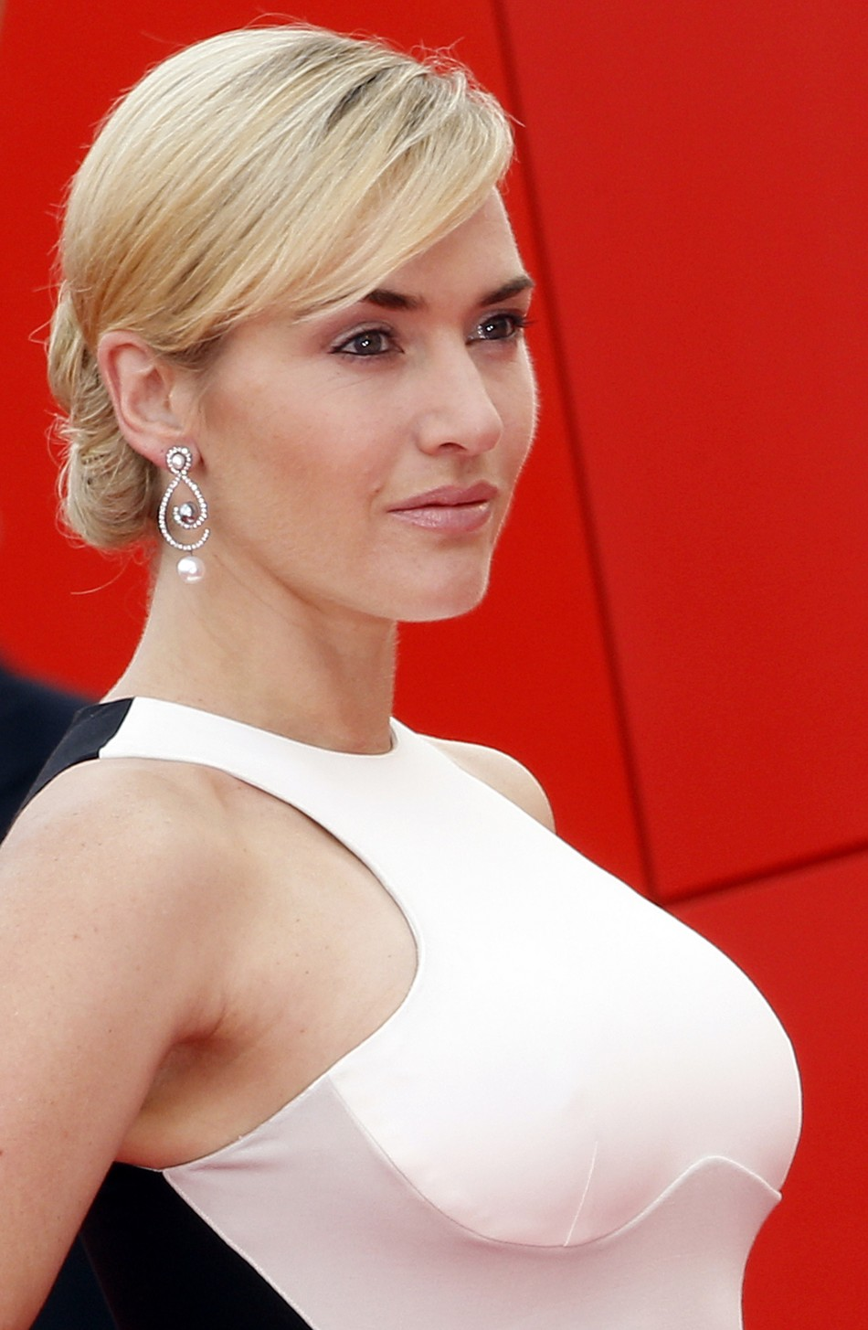 Kate Winslet Sets Red Carpet On Fire With An Optical