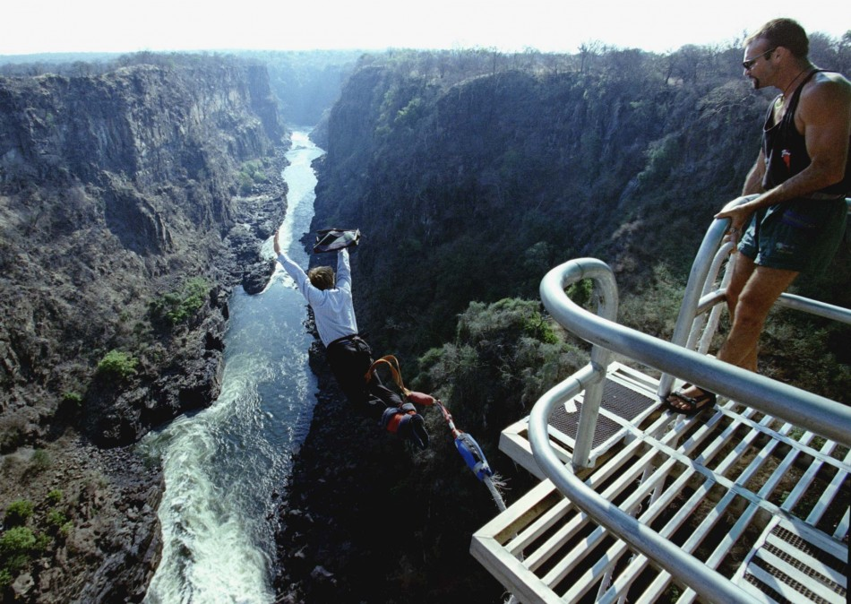 Zimbabweans Hit Back At South Africa Burning Out South: Video: Bungee Jumping Tourist Survives Plunge At Victoria