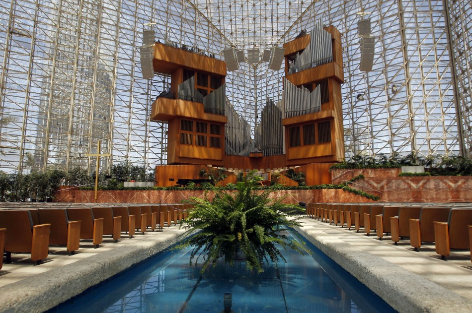Crystal Cathedral Schuller Family Leaves Struggling Megachurch To Relocate Gets New Name