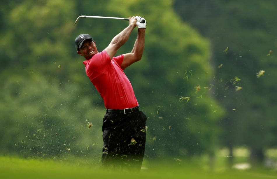 tiger woods  no  4 in world golf rankings  moves to top of