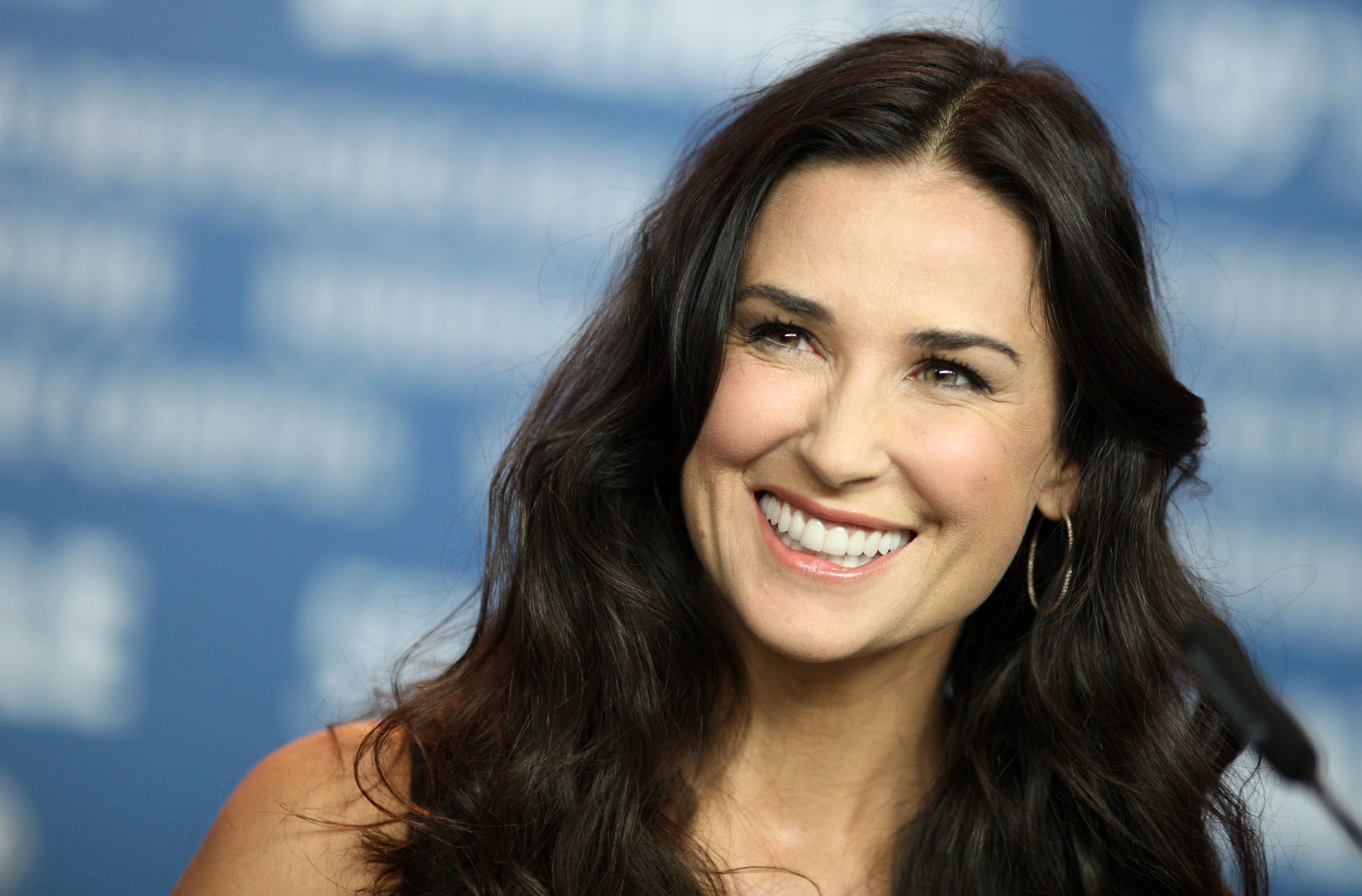 demi moore dating ex father Demi moore was a familiar face to those who witnessed the she grew up believing him to be her biological father the ex-manager of bruce and demi's.