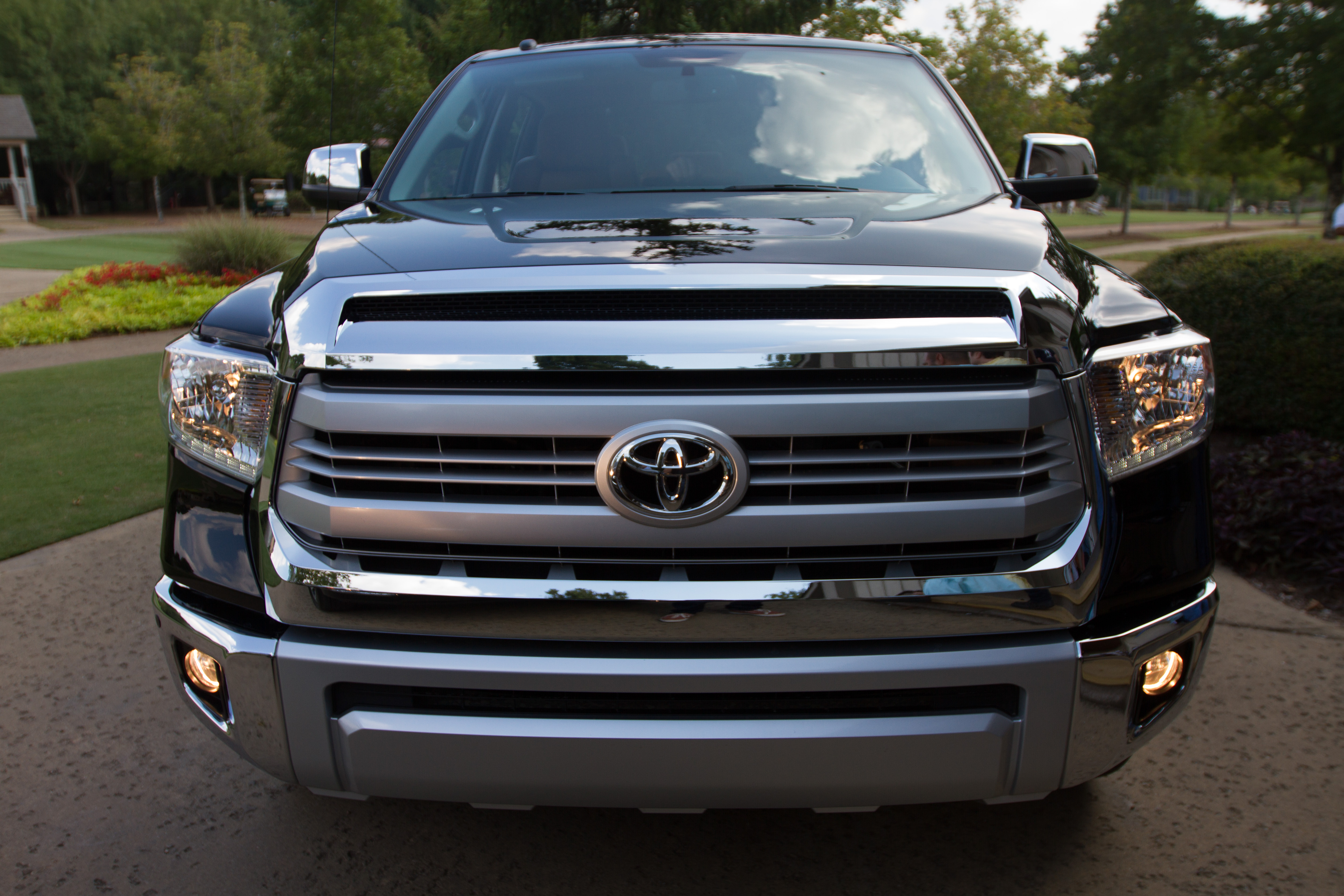 2014 toyota tundra full size pickup with suv comfort video. Black Bedroom Furniture Sets. Home Design Ideas