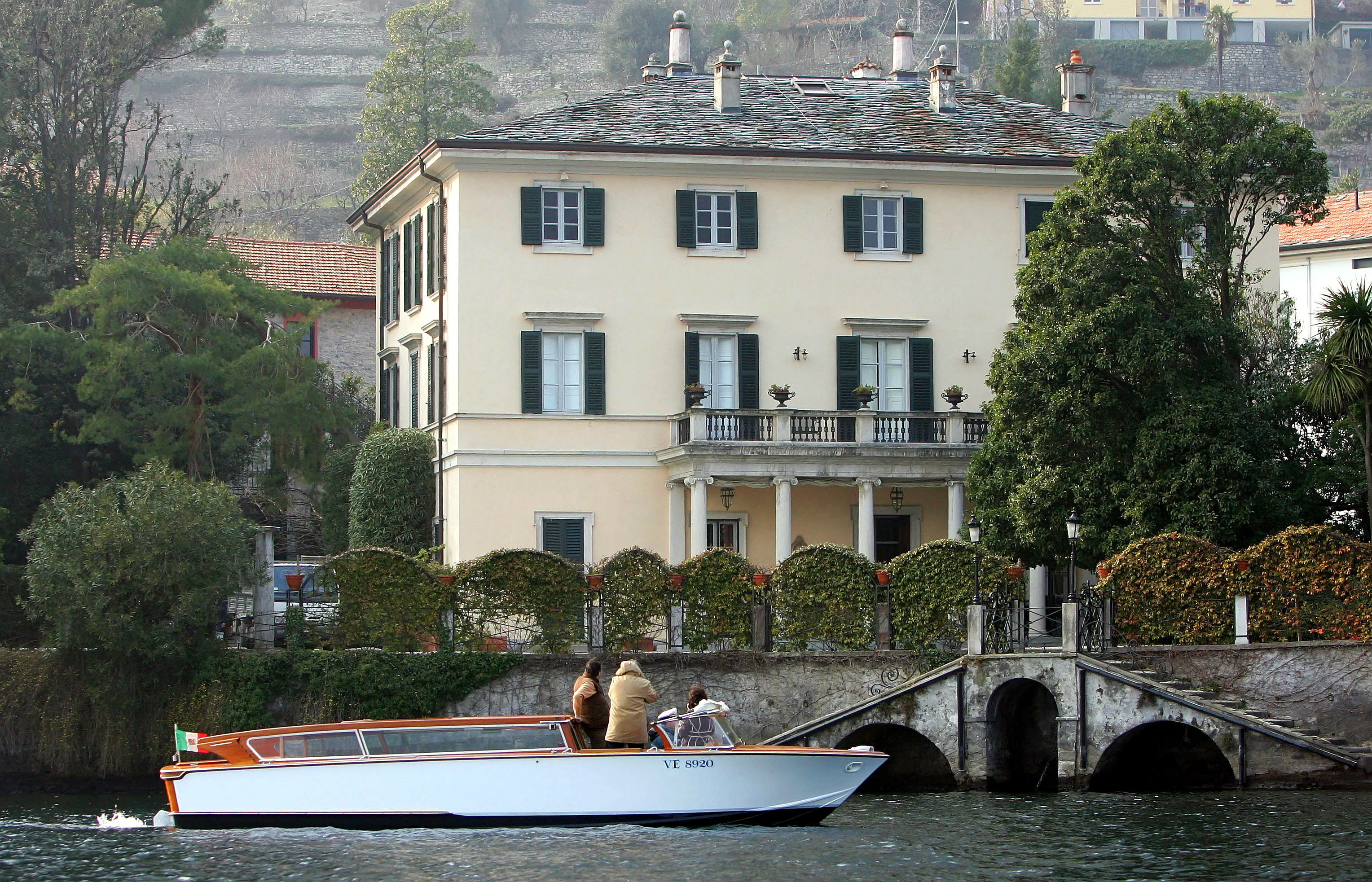 George clooney wedding location revealed actor to marry for Lake house in italian