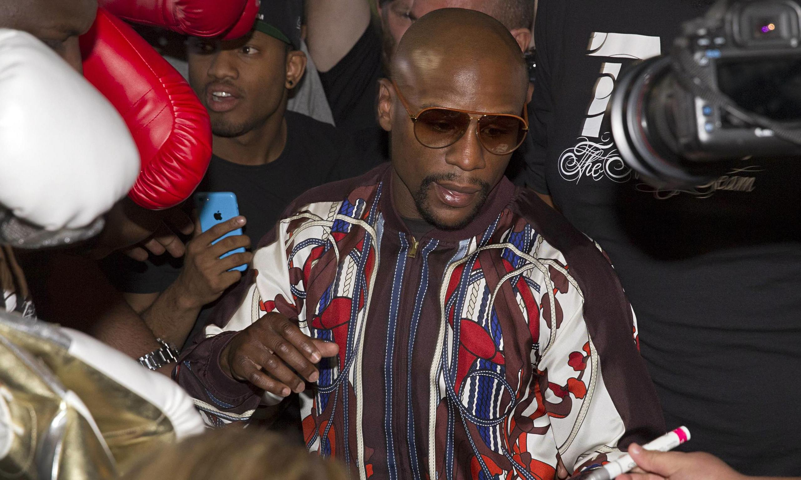 Floyd Mayweather is reportedly considering a fight with Manny Pacquiao ...