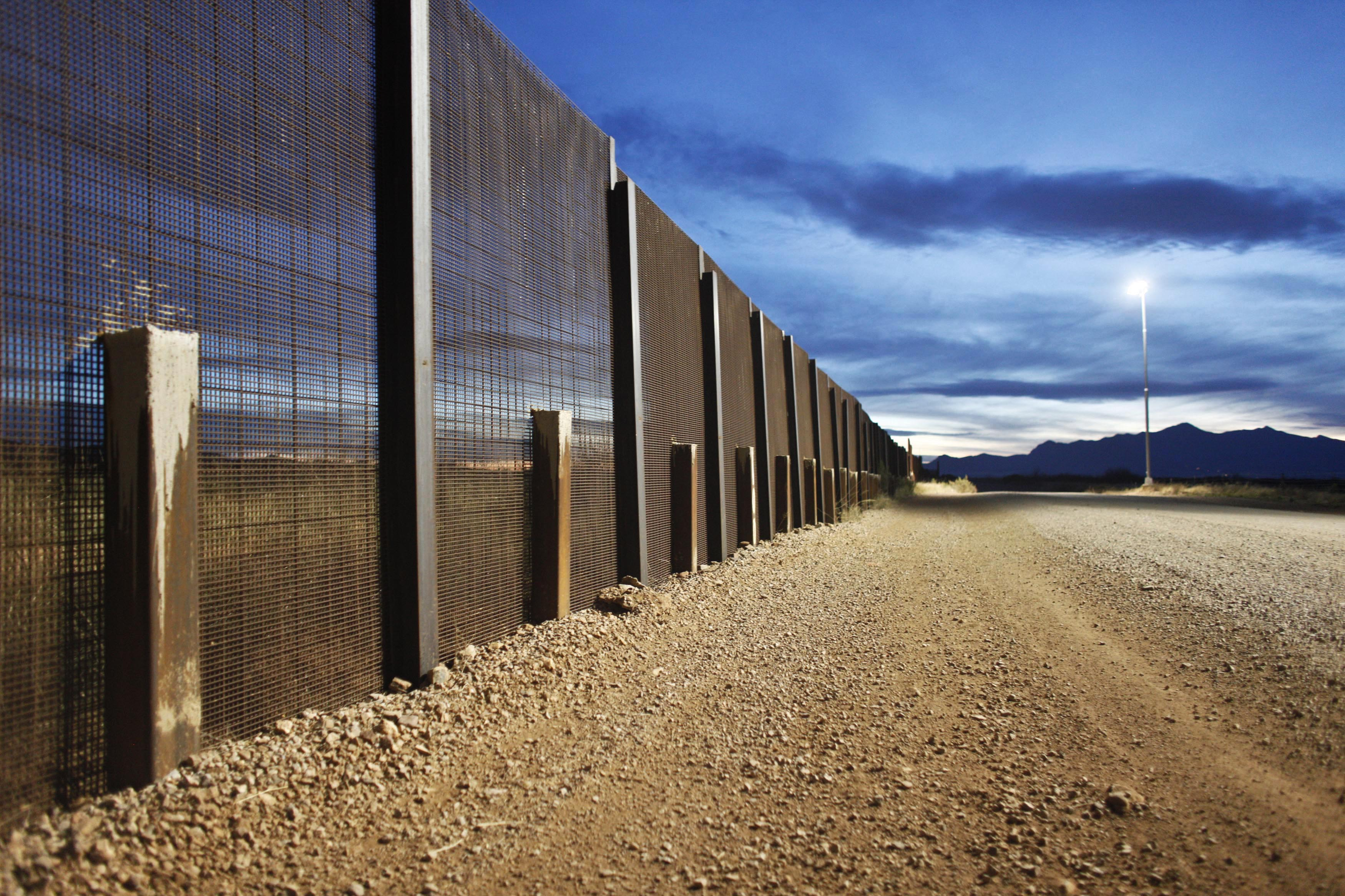 Image gallery mexico border for Border wall