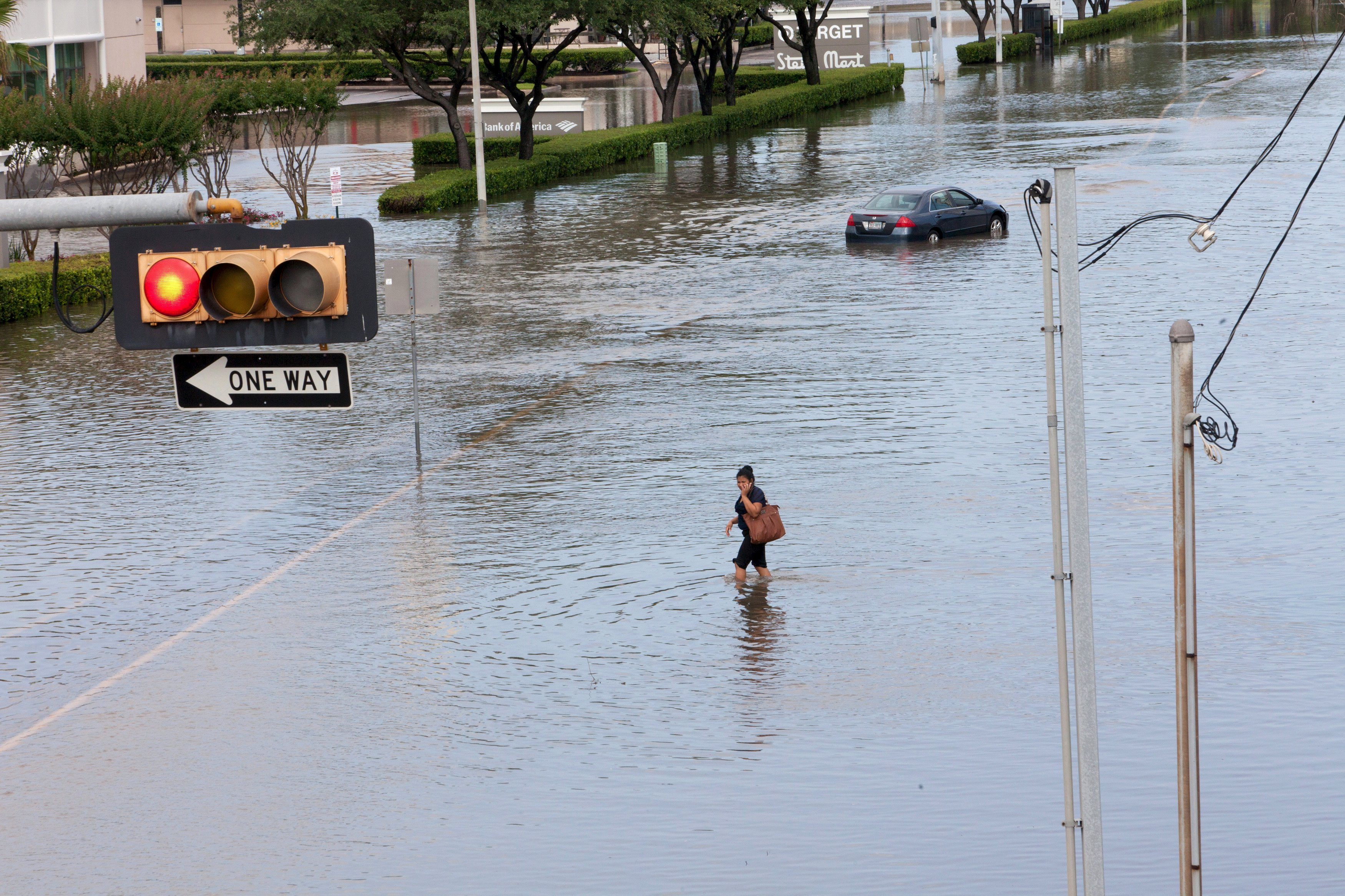 Texas Floods 2015: Residents Start Cleanup, Struggle With ...