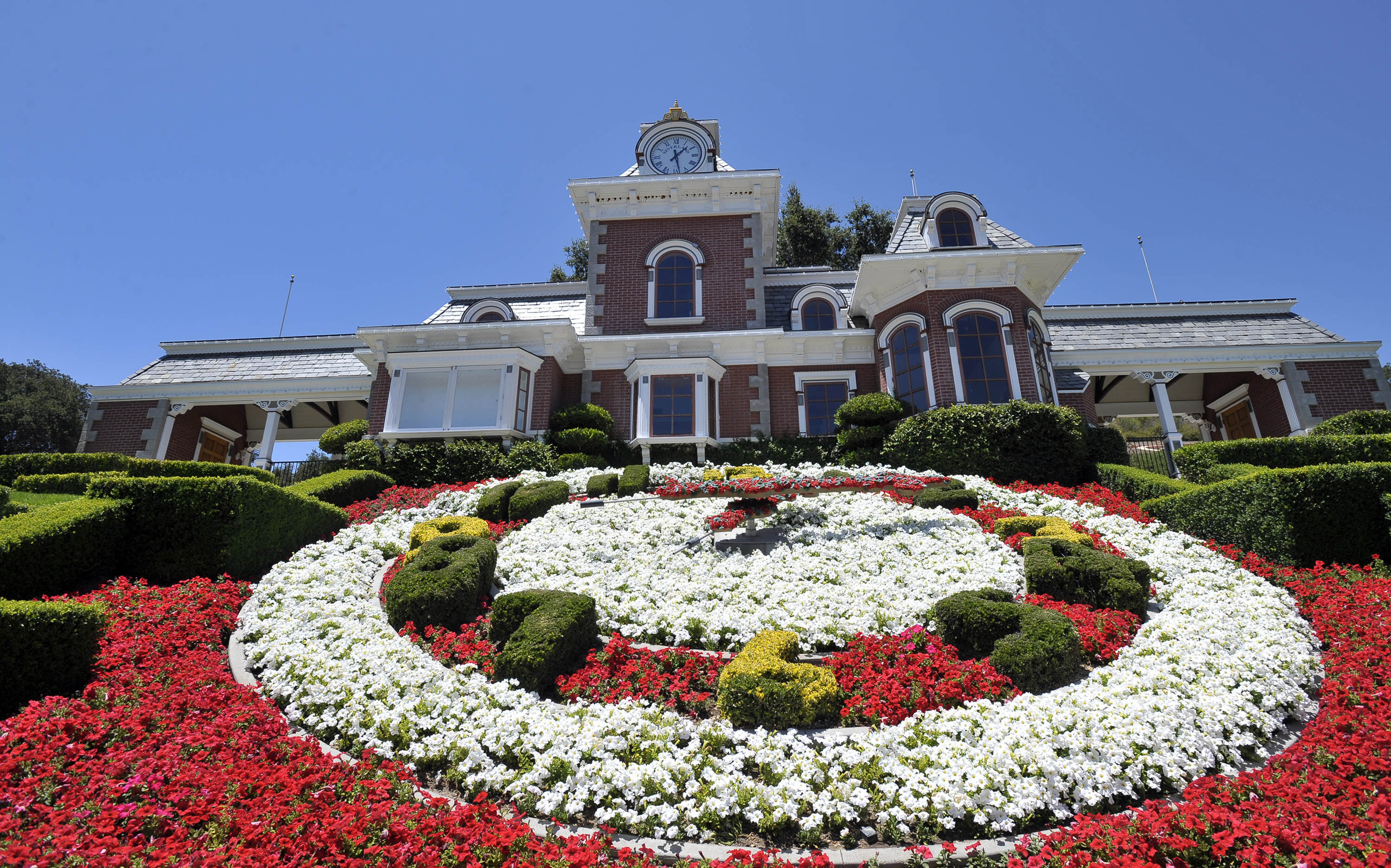 Neverland ranch for sale photos of the craziest and most for Michael jackson house for sale