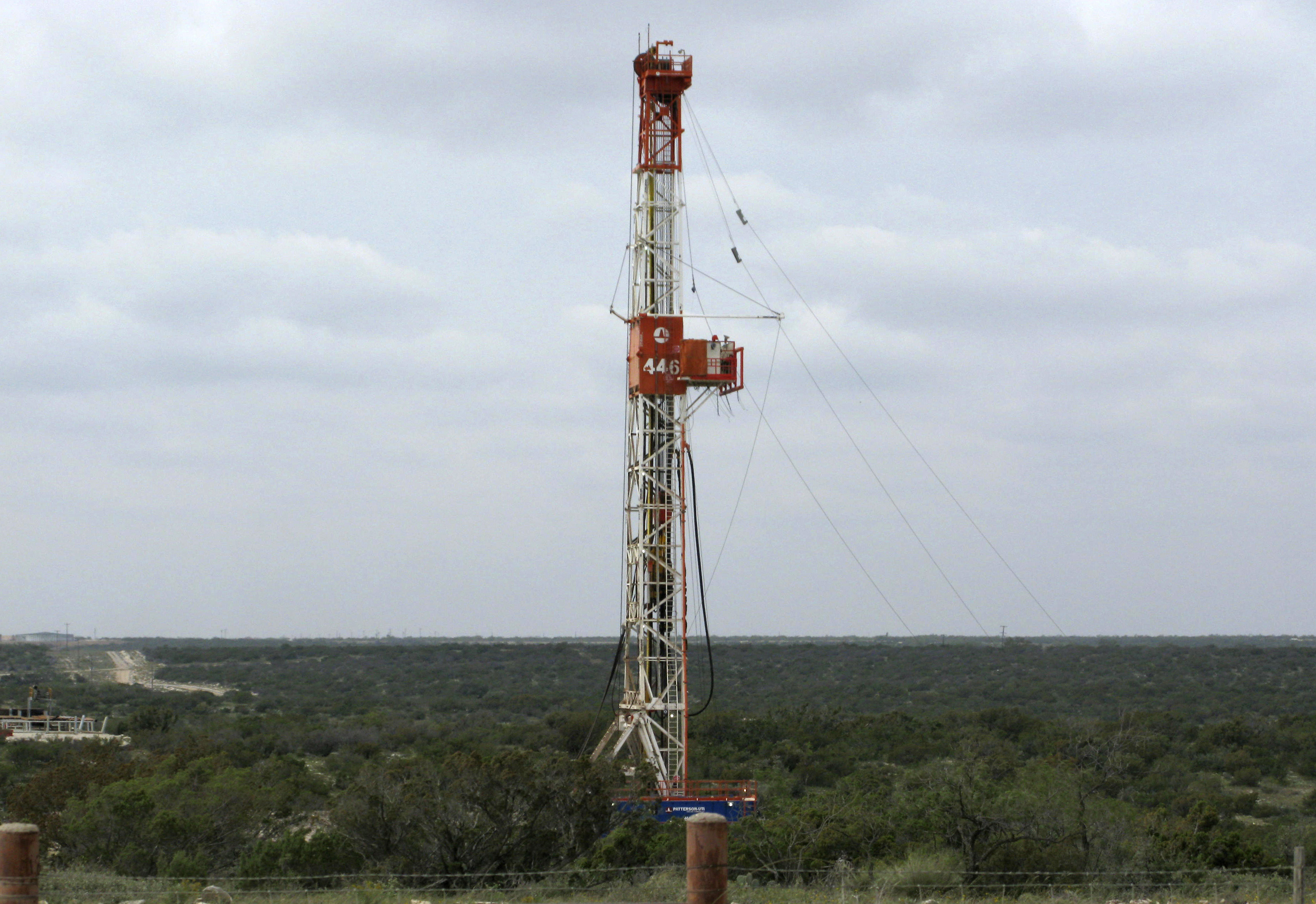fracking resumes in denton  texas  after governor outlaws local bans on oil and gas drilling