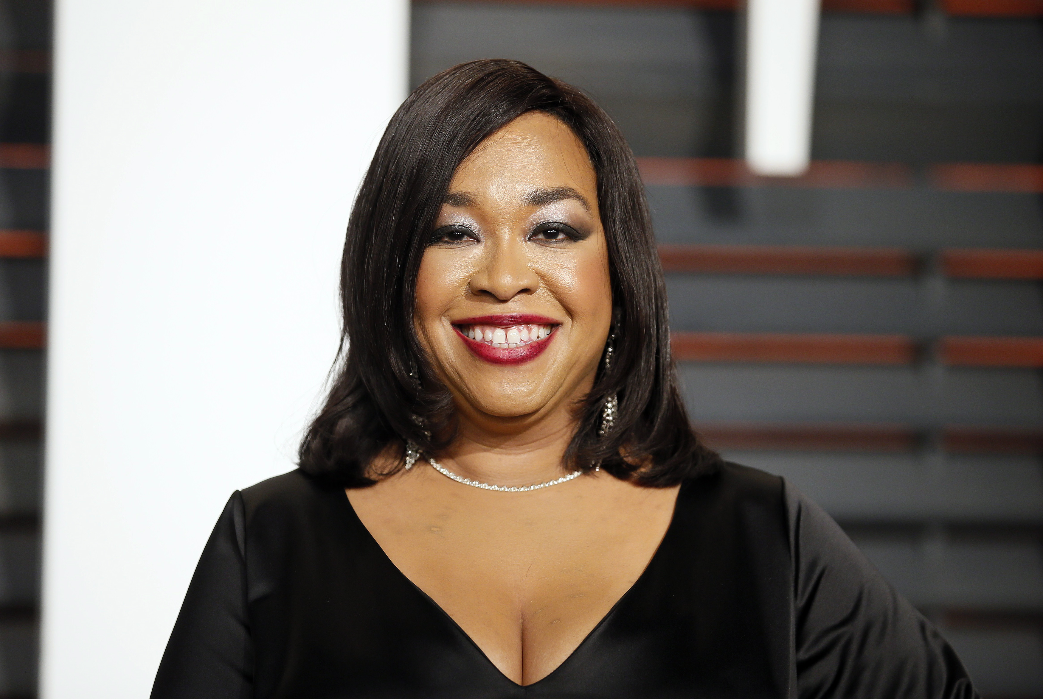 shonda rhimes 39 first book 39 year of yes 39 is coming this fall. Black Bedroom Furniture Sets. Home Design Ideas