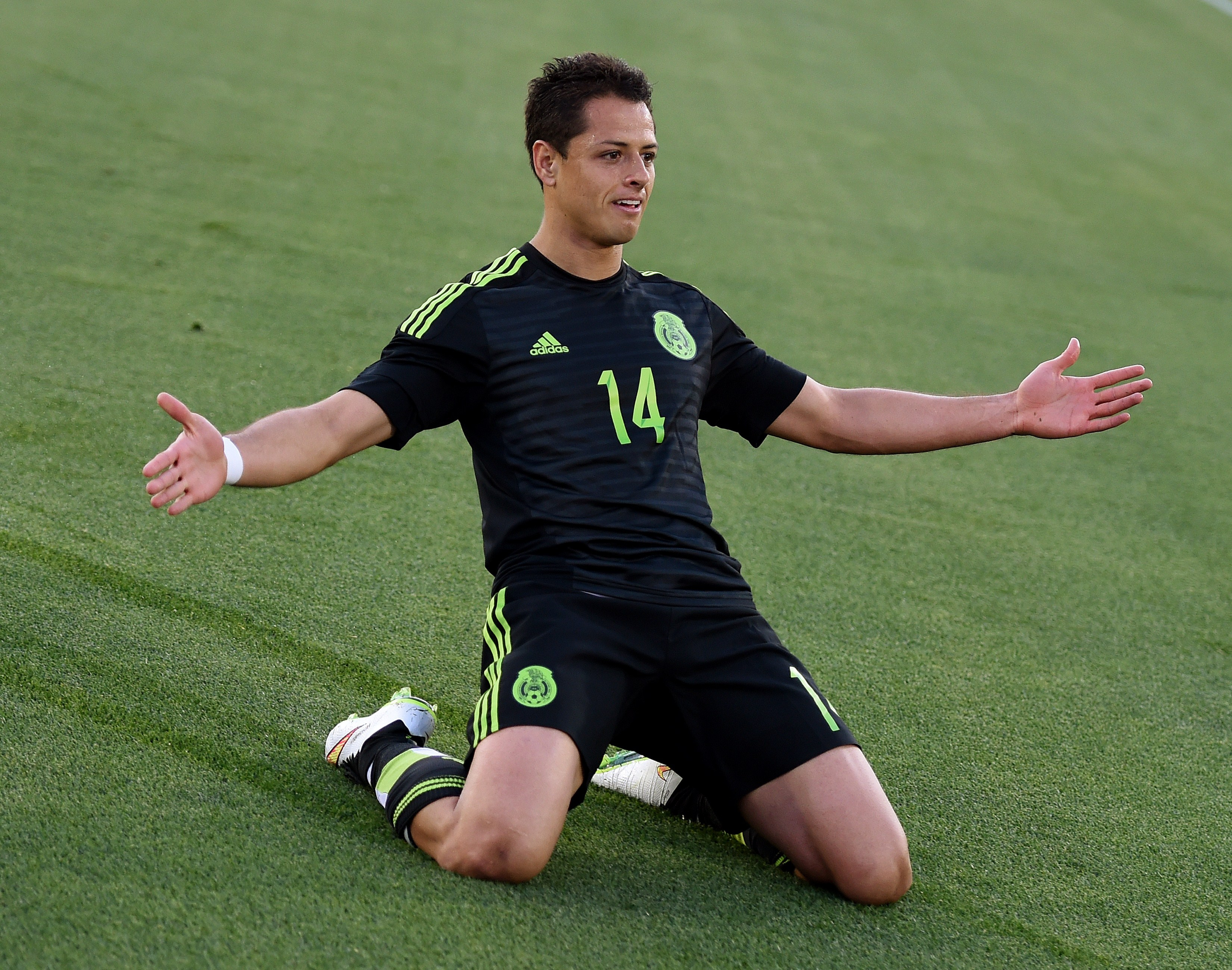 Javier 'Chicharito' Hernández Transfer News: Manchester United Striker Set For Tottenham Or West