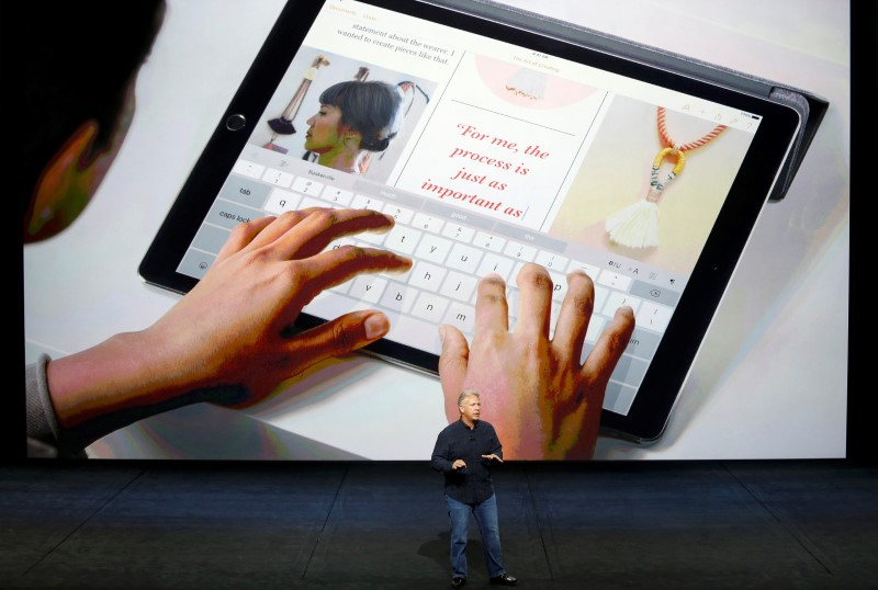 meet the ipad pro apple inc unveils 12 9 inch tablet smart keyboard cover apple pencil. Black Bedroom Furniture Sets. Home Design Ideas