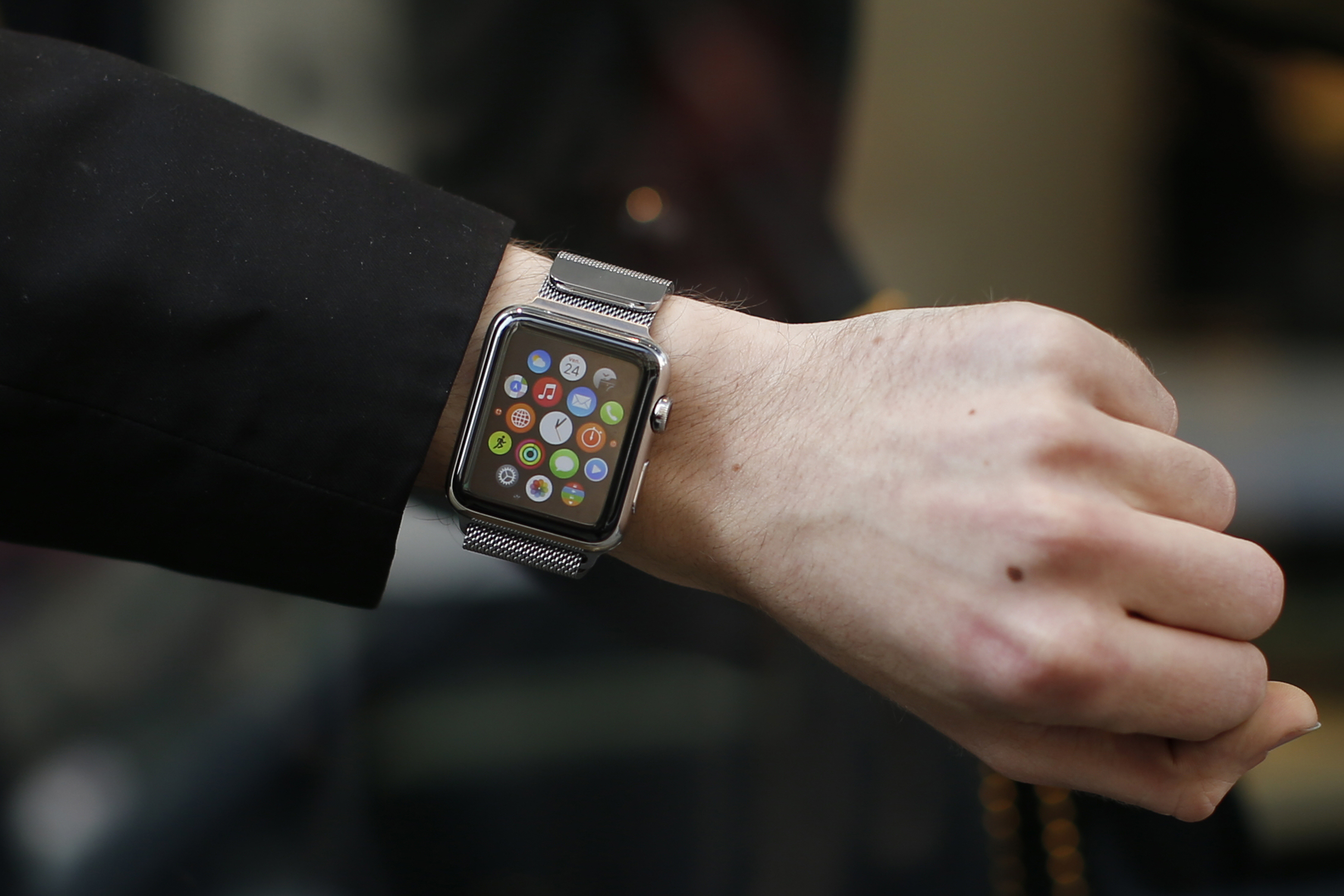 Five Reasons Why People Dumped Their Apple Watch: Price ...
