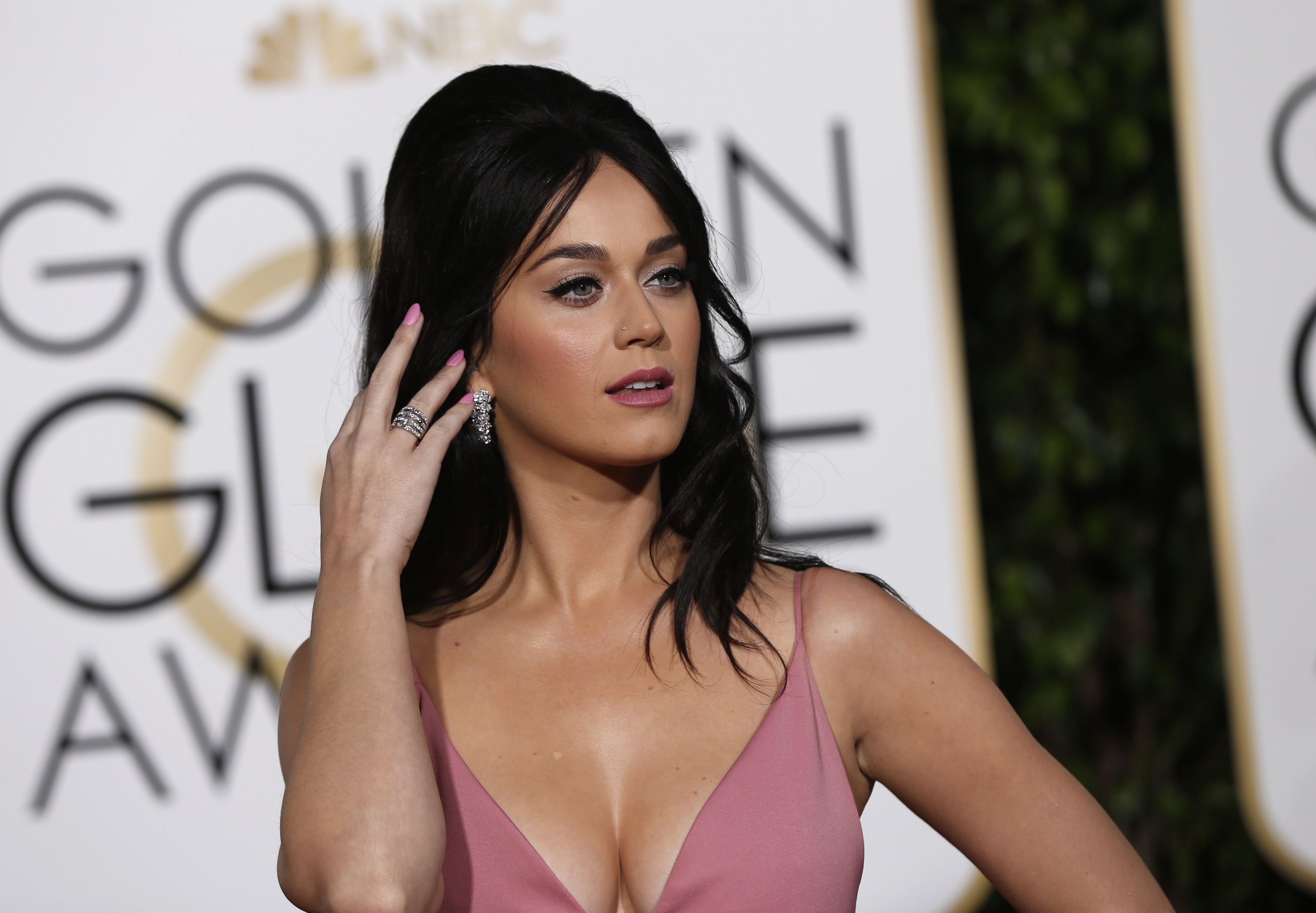 katy perry and orlando bloom show pda during romantic