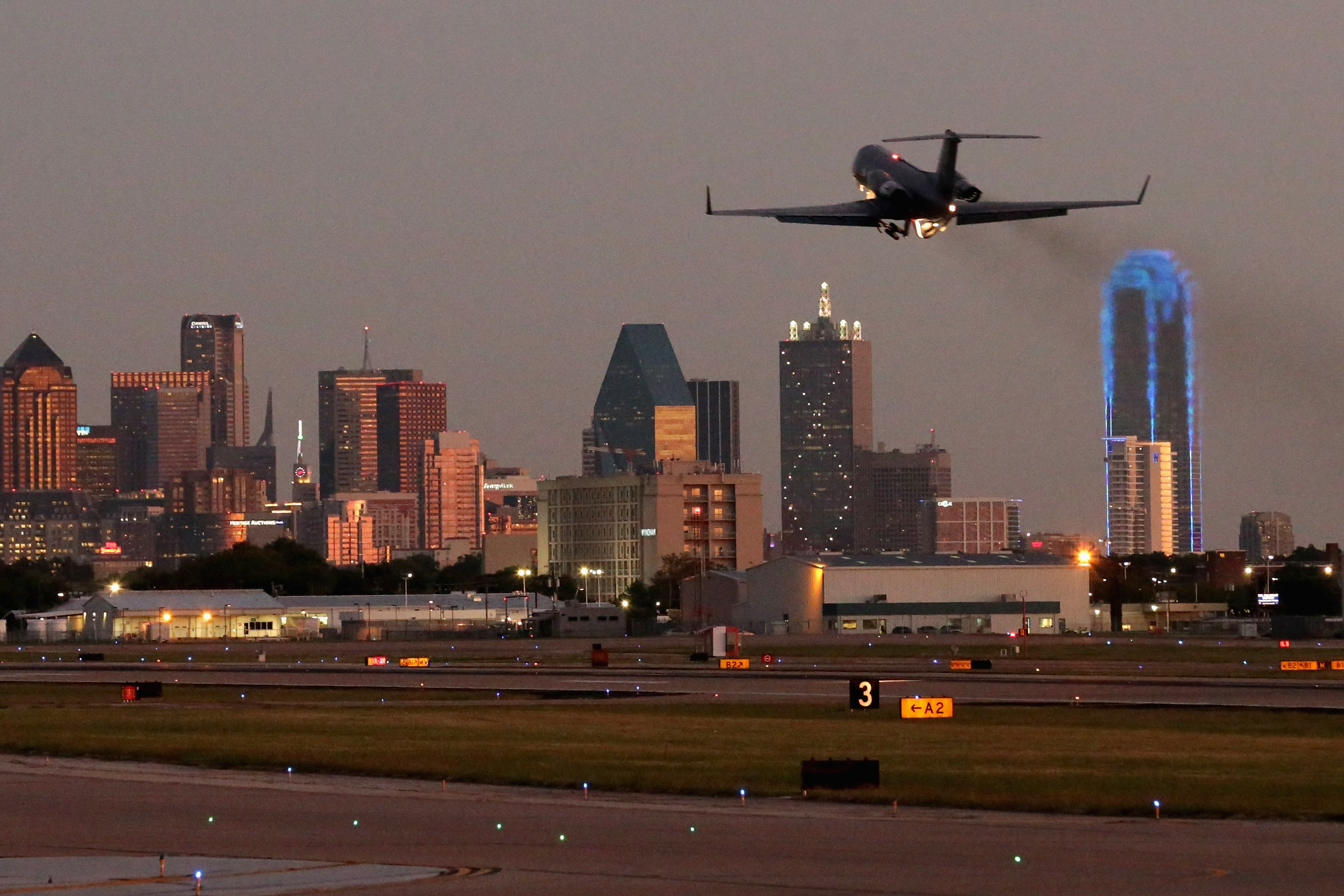 Dallas Love Field Airport Shooting Police Say Man Shot By