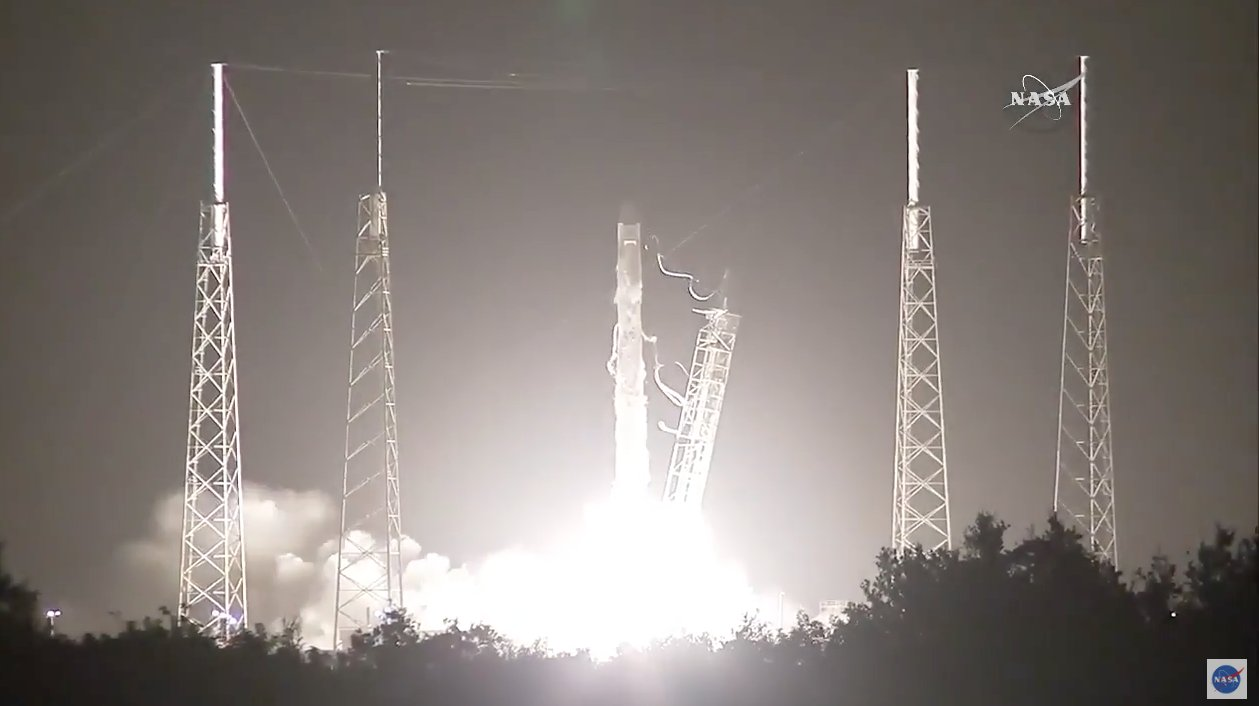 SpaceX Successfully Launches ISS-Bound Dragon Cargo Capsule, Clinches Falcon 9 Landing Again