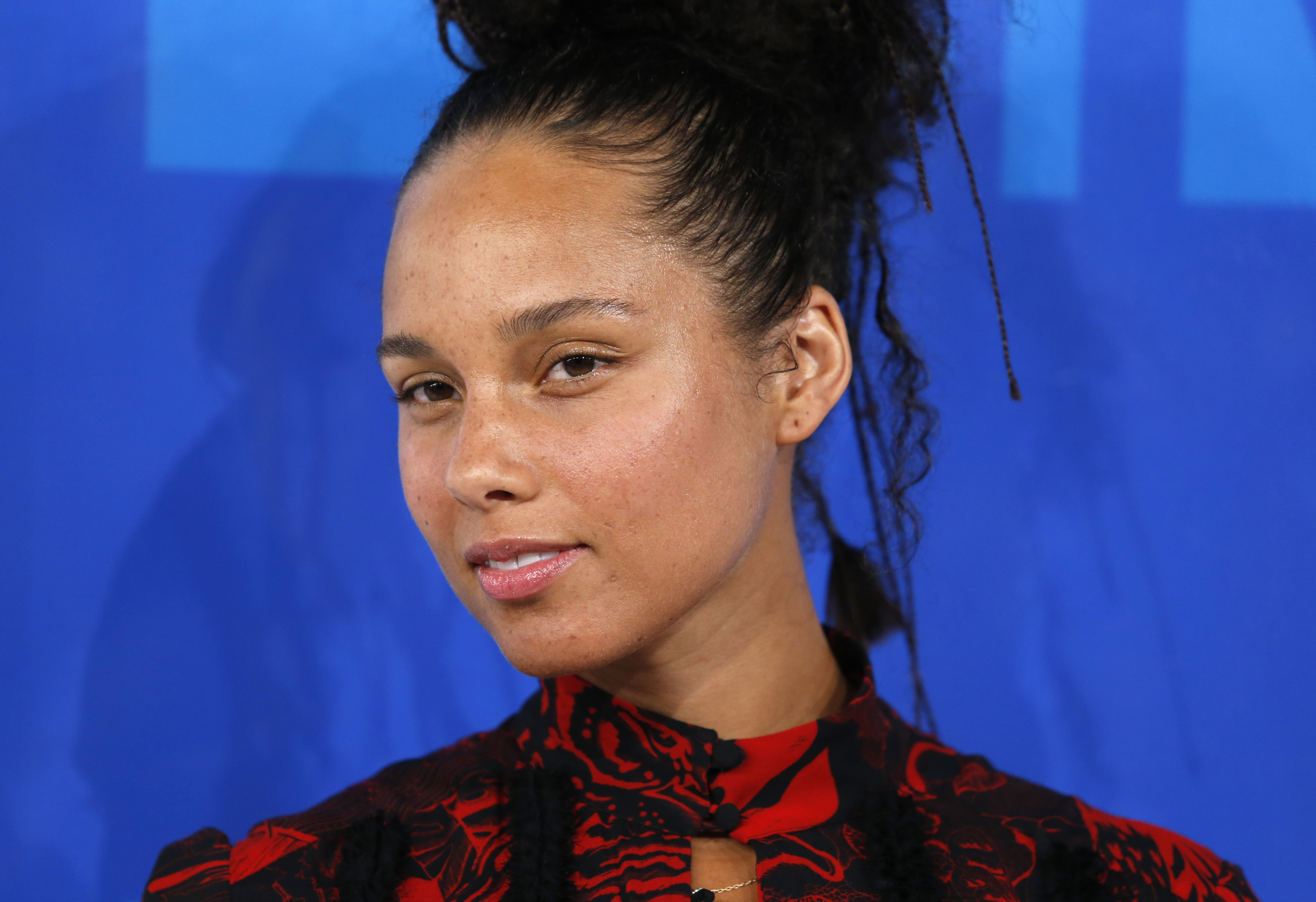 alicia keys Alicia keys 13m listeners 36 albums alicia keys became an international star with her singular mix of classic and contemporary r&b behind the number one pop hit fallin, her debut album, songs see all.