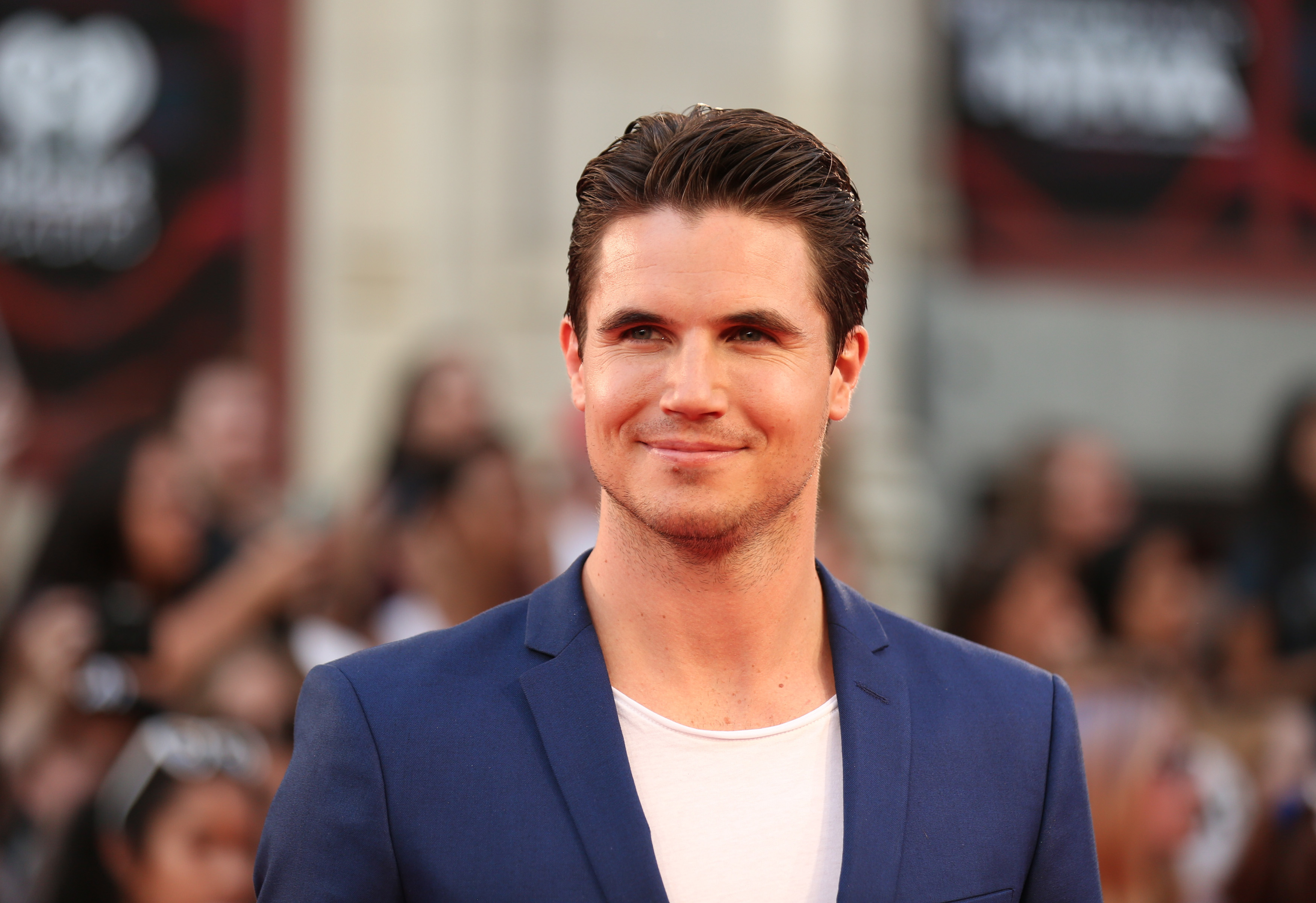 The Flash' Alum Robbie Amell Time Travels In 'ARQ' Movie ...