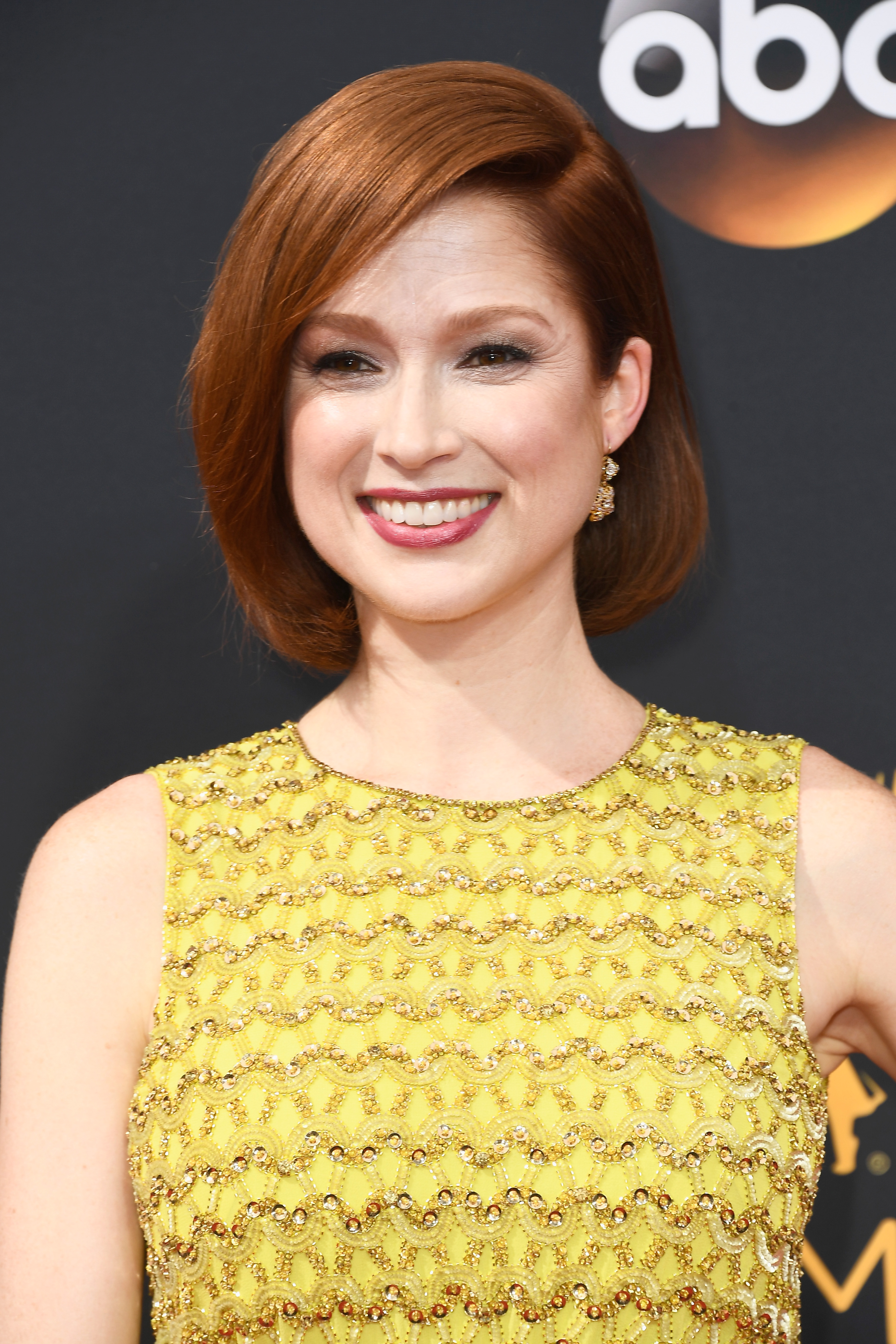 Ellie Kemper Got Caught With Lipstick On Her Teeth On 2016