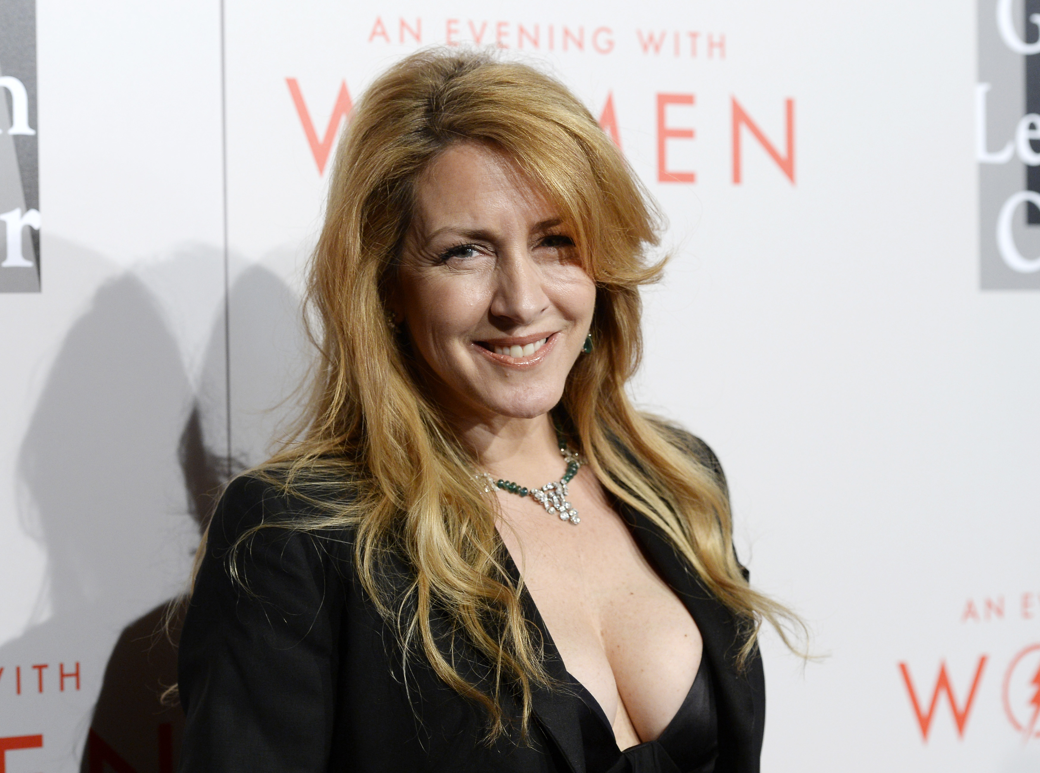 Carrie Fisher's Half-Sister Joely Fisher Shares Details ...