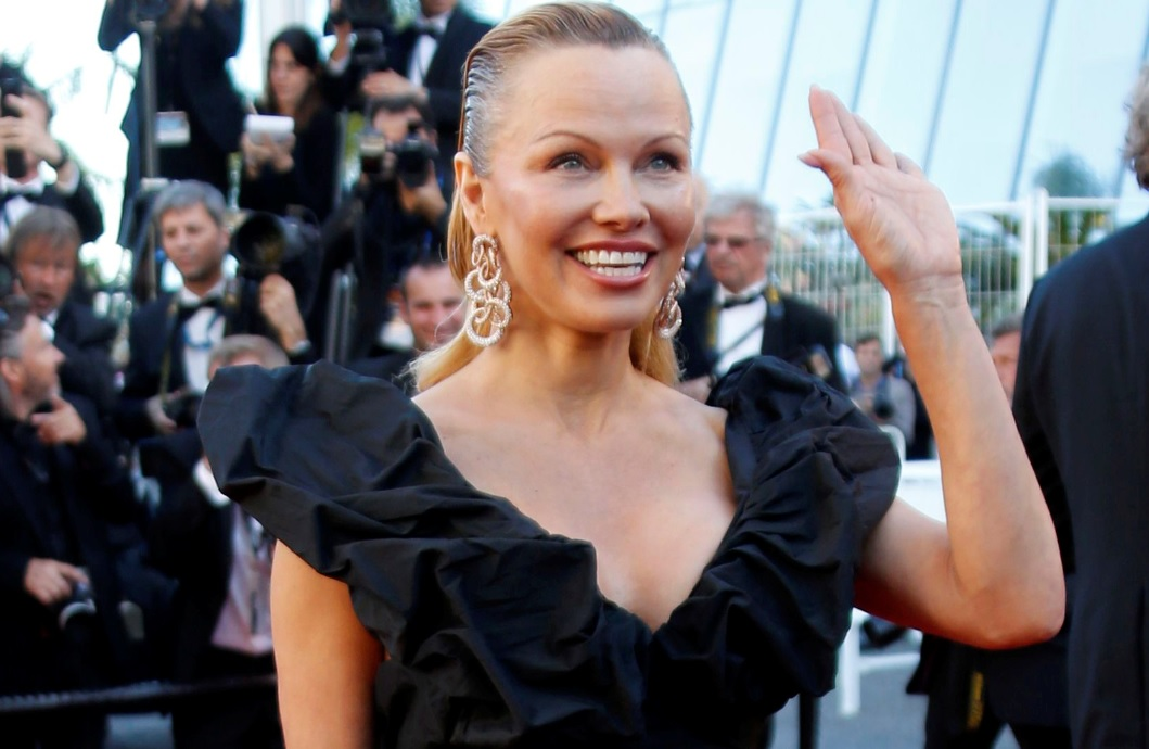 pictures pamela anderson reveals new look thanks to plastic surgery