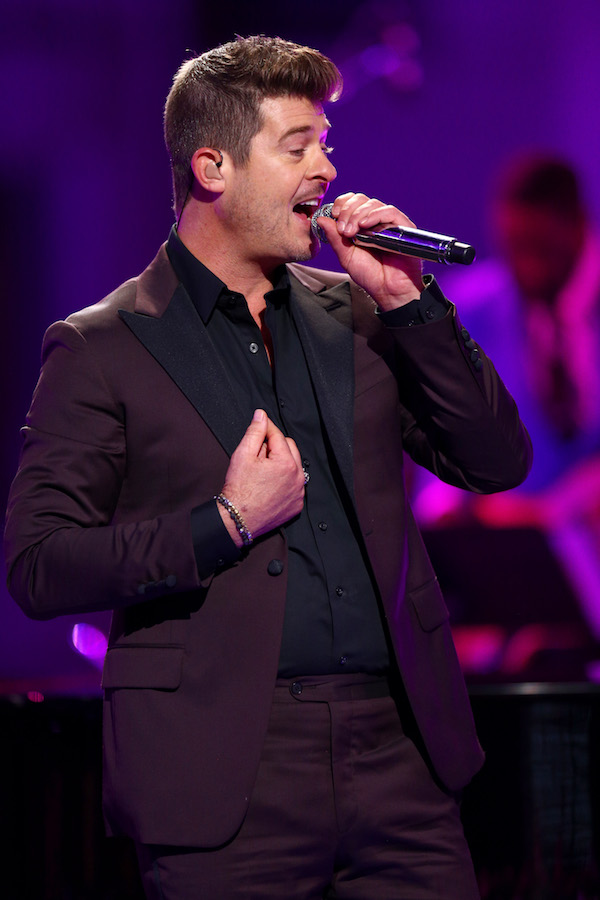 Who is Robin Thicke dating?