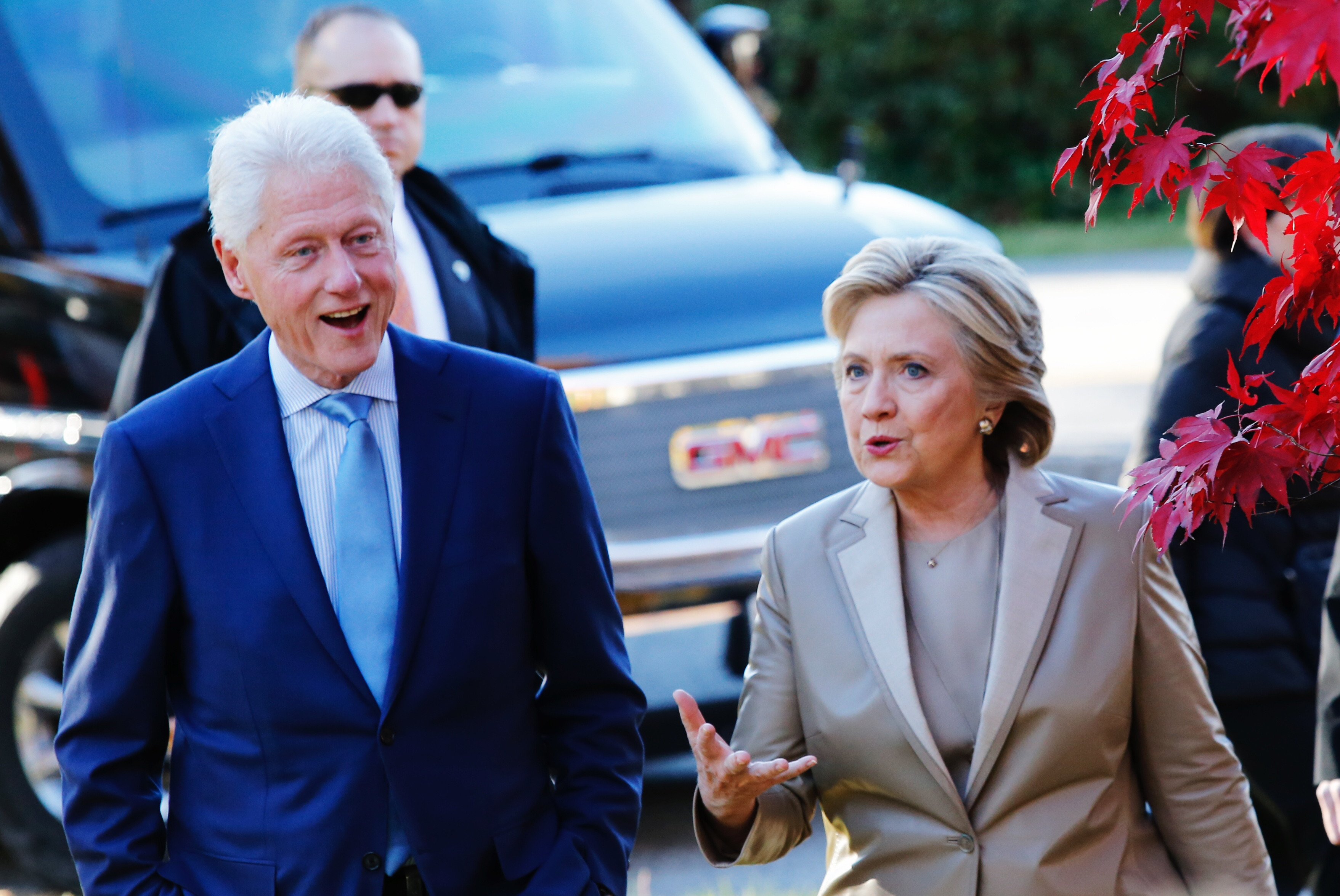 fire breaks out at hillary clinton 39 s home in chappaqua