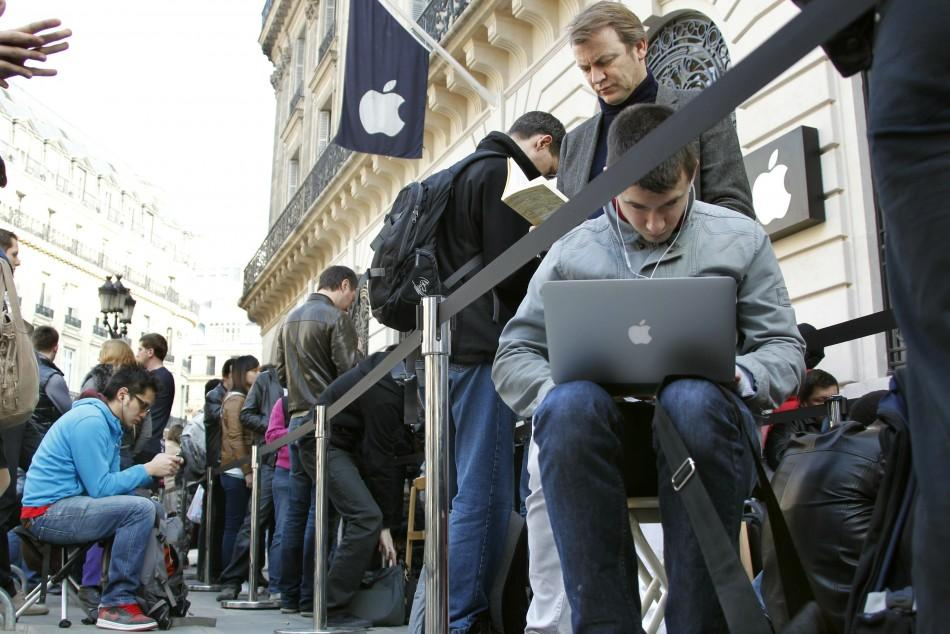 French public wait for the iPad 2 to go on sale outside an Apple store in Paris