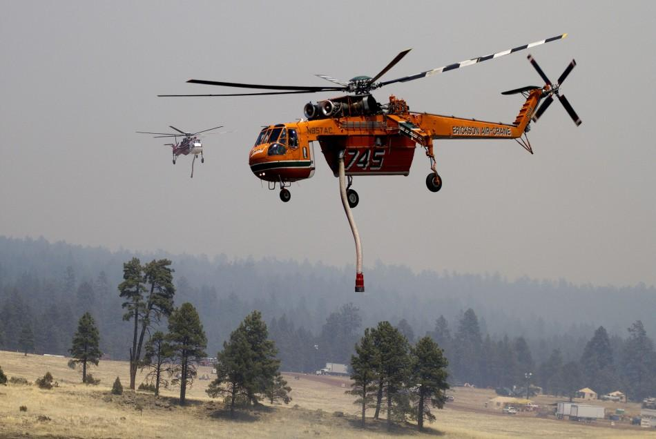 Choppers drop water as Arizona Wallow Fire rages