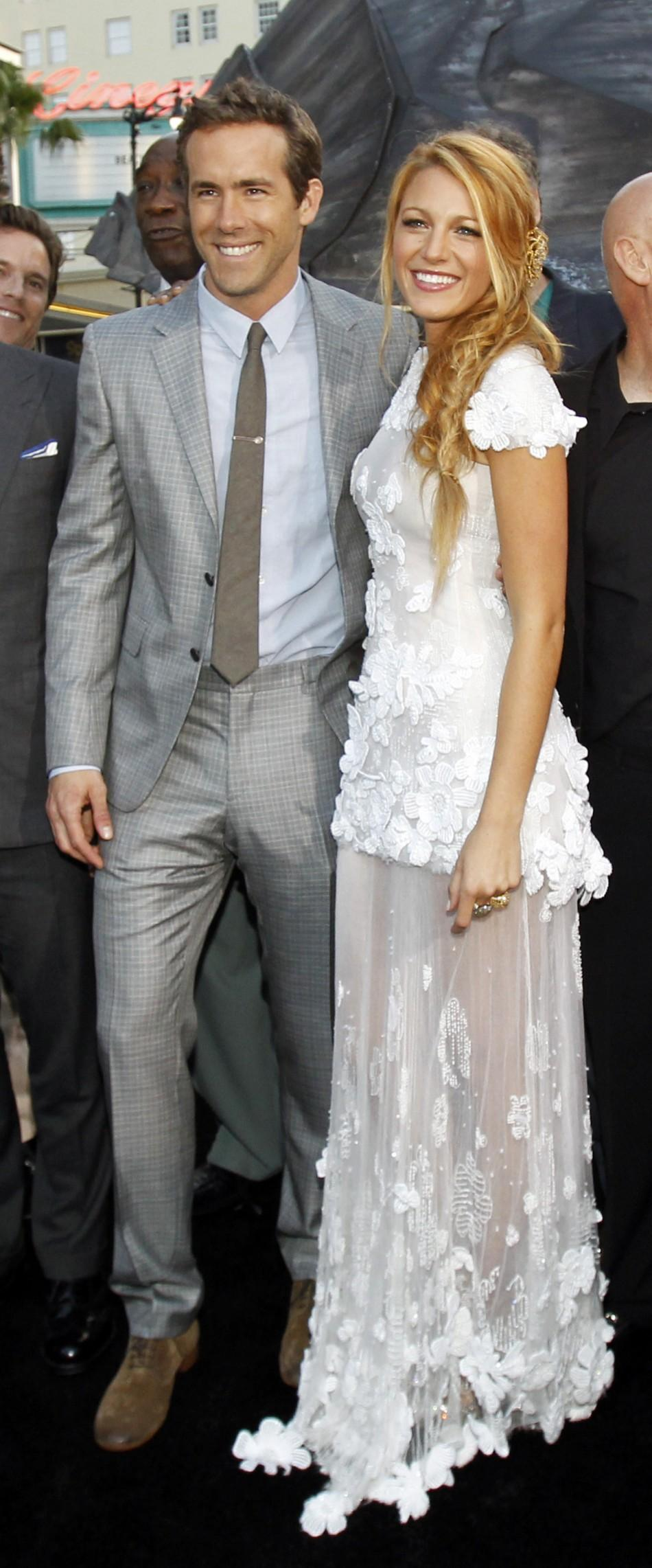 "Cast members Ryan Reynolds and Blake Lively pose at the premiere of ""Green Lantern"" at the Grauman's Chinese theatre in Hollywood, California June 15, 2011."