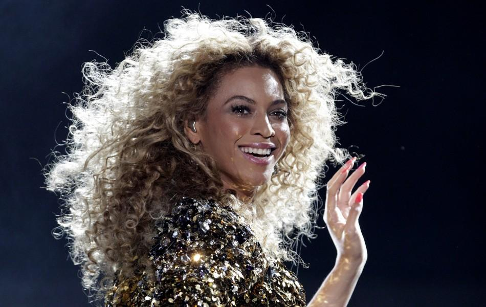 Beyonce performs on the Pyramid stage on the last day of the Glastonbury Festival in Somerset June 26, 2011.