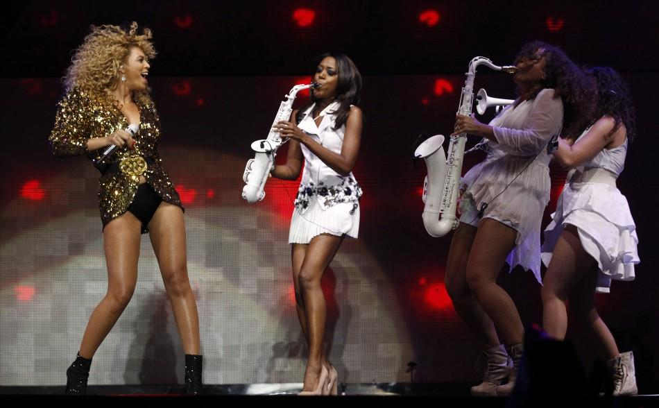 Beyonce (L) performs on the Pyramid stage on the last day of the Glastonbury Festival, Somerset June 26, 2011.