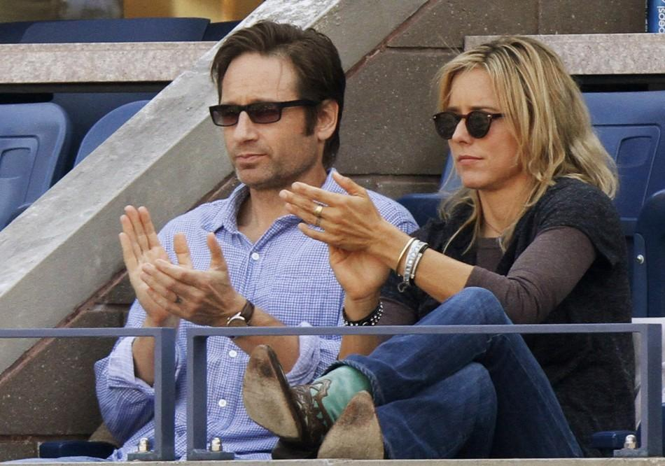Actors David Duchovny and Tea Leoni applaud during the match between Rafael Nadal of Spain and Novak Djokovic of Serbia during the men's final at the U.S. Open tennis tournament in New York September 13, 2010.