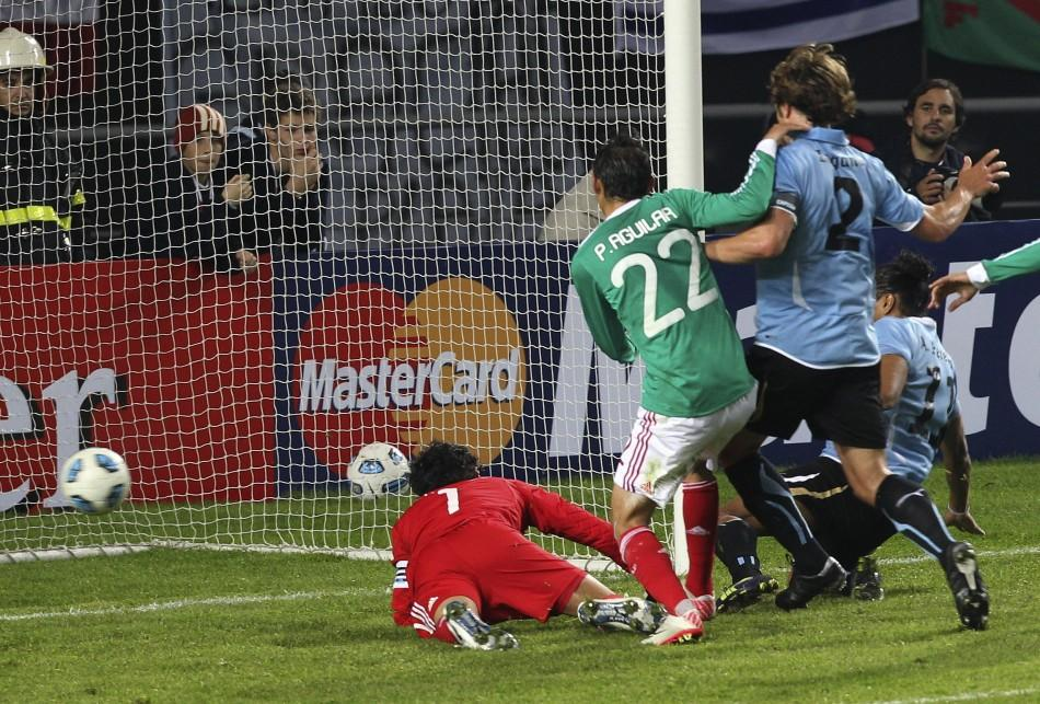 Uruguay edge Mexico to set up Copa clash with Argentina in the quarter-finals