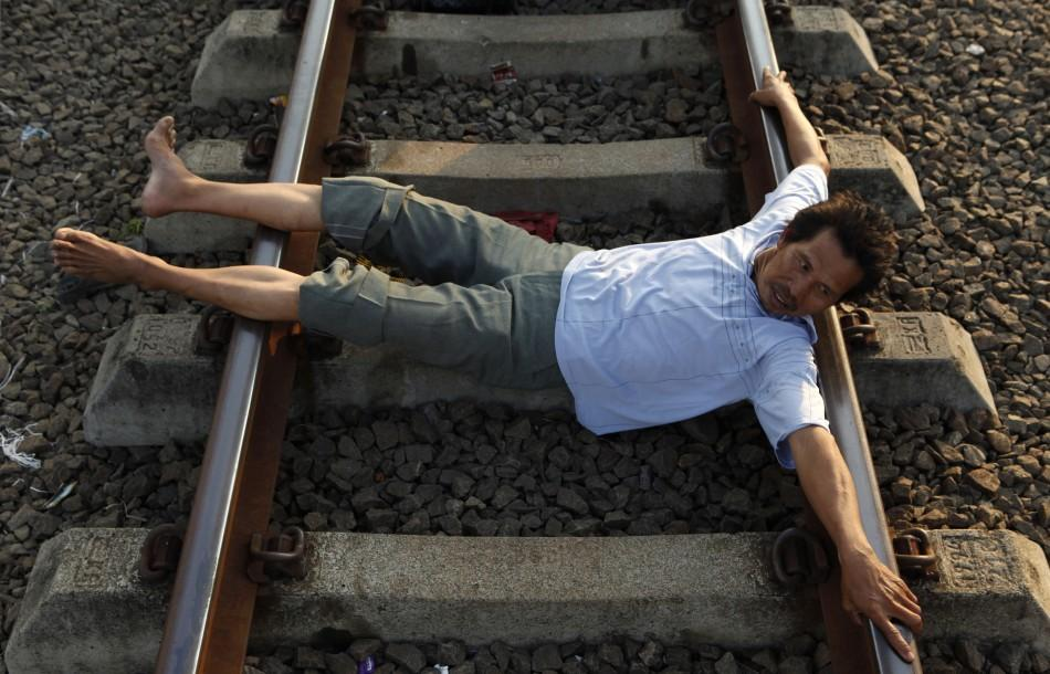 Health cure on Railway tracks (Pictures)