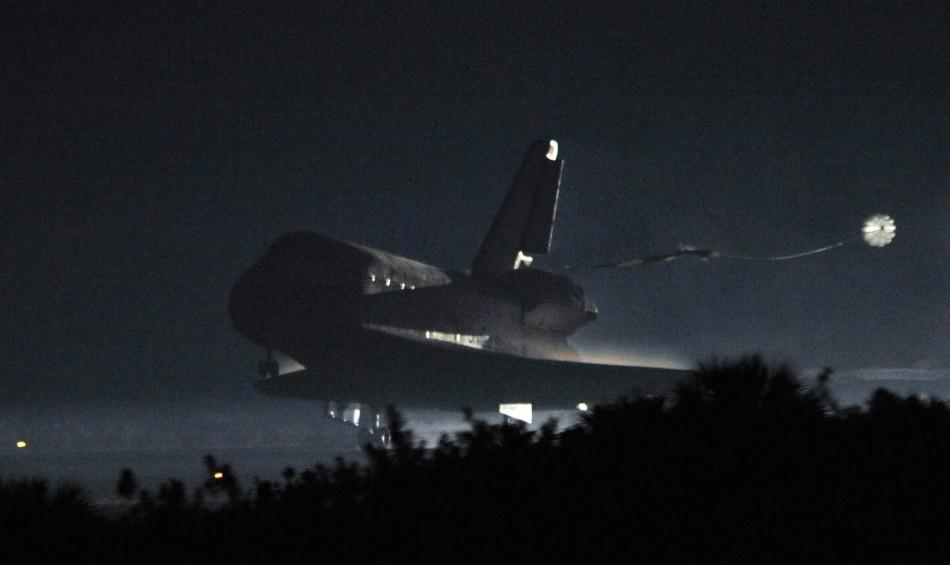Final PHOTOS: NASA Space Shuttle & Crew Land Safely