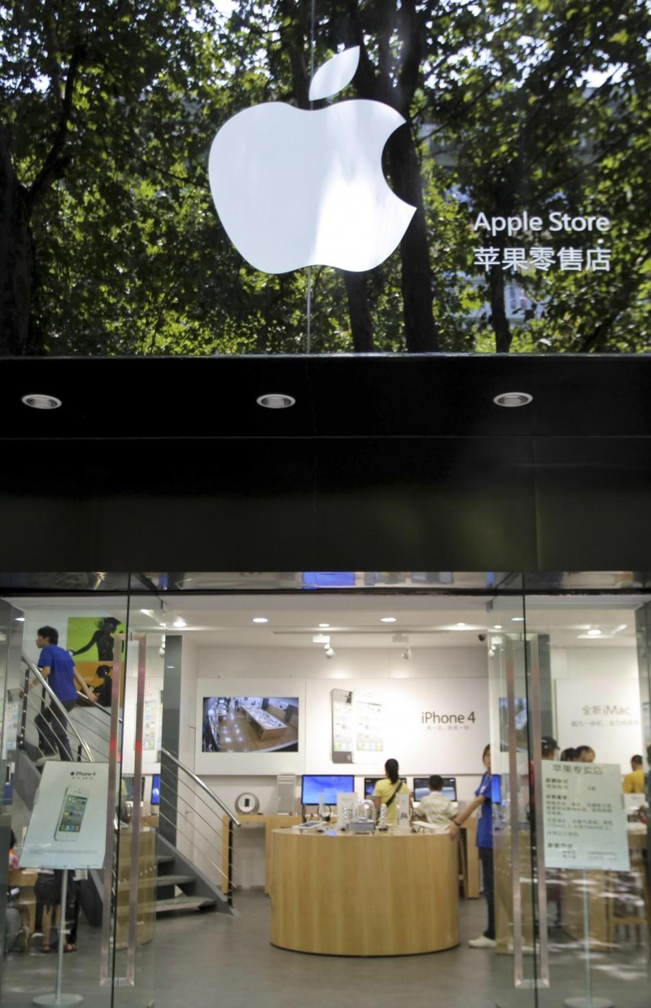 Customers and employees are seen in a fake Apple store in Kunming, Yunnan province July 21, 2011.