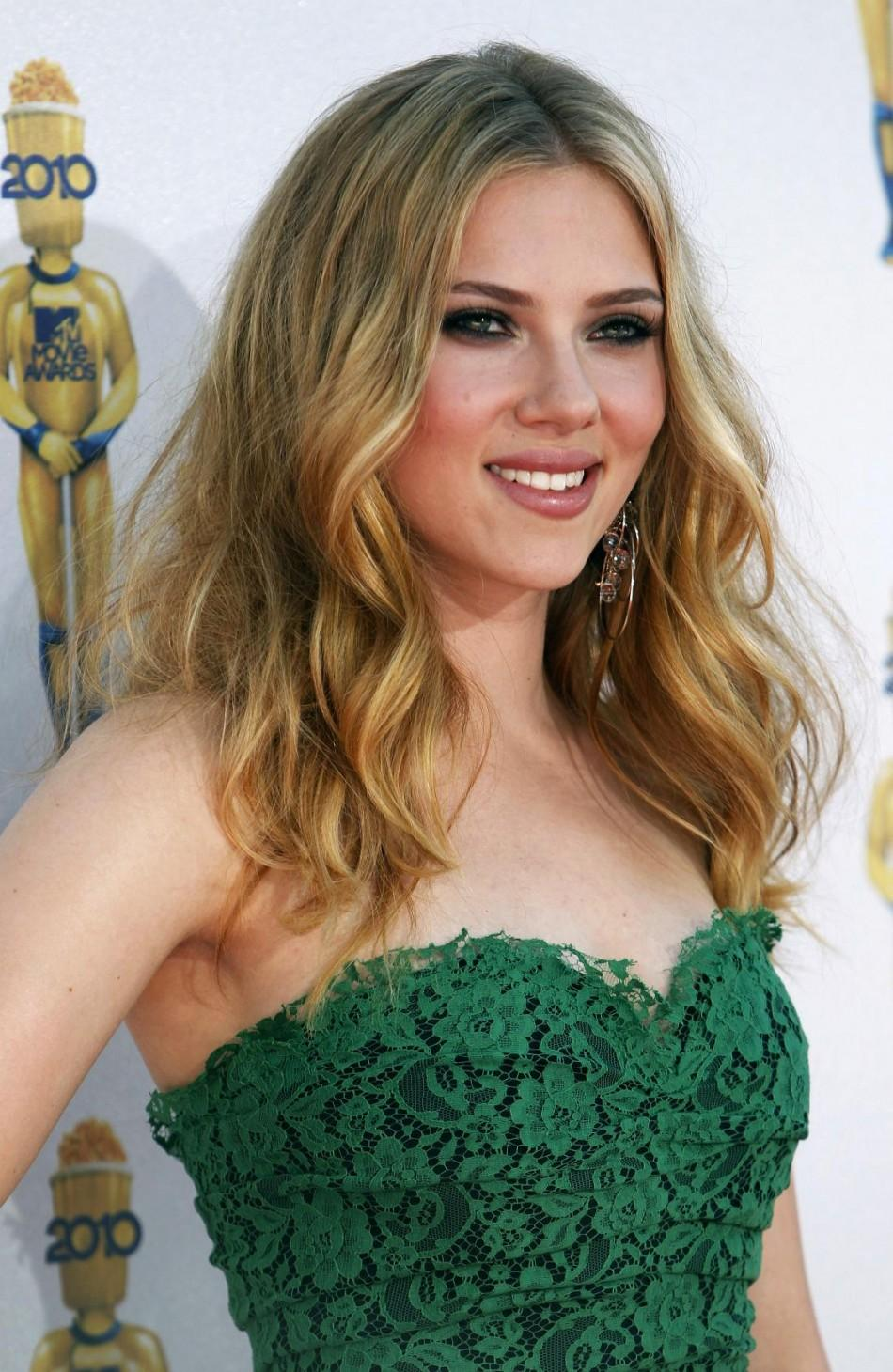 Actress Scarlett Johansson arrives at the 2010 MTV Movie Awards in Los Angeles