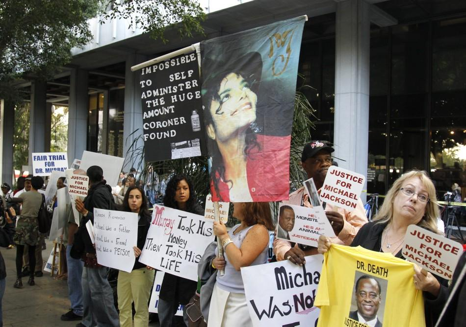 Demonstrators gather outside courthouse during the opening day of Dr. Conrad Murray's trial in the death of pop star Michael Jackson in Los Angeles
