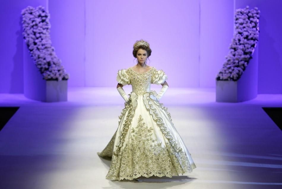 China Fashion Week: 'Haute Couture' Wedding Dresses Grace the Ramp