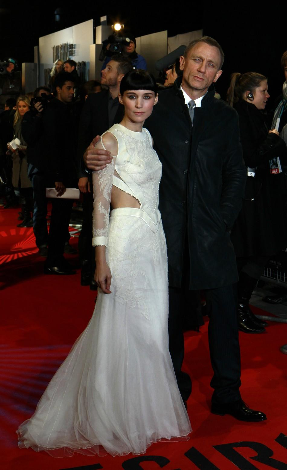 "U.S. actor Rooney Mara (L) and British actor Daniel Craig pose at the world premiere of ""The Girl with the Dragon Tattoo"" at the Odeon in London"