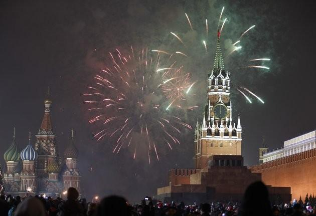Fireworks explode during New Year's Day celebration on Red Square in Moscow, January 1, 2012.