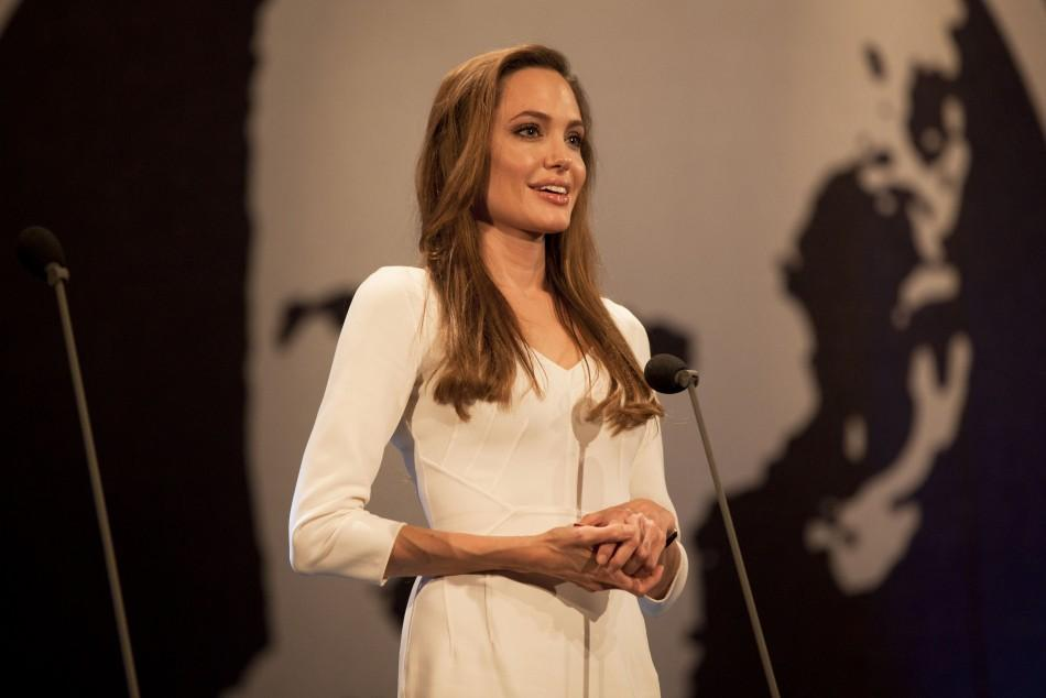 Angelina Jolie presents Nansen prize at UN ceremony in Geneva