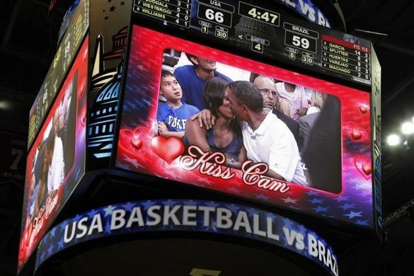 The Obamas' First Kiss Immortalized
