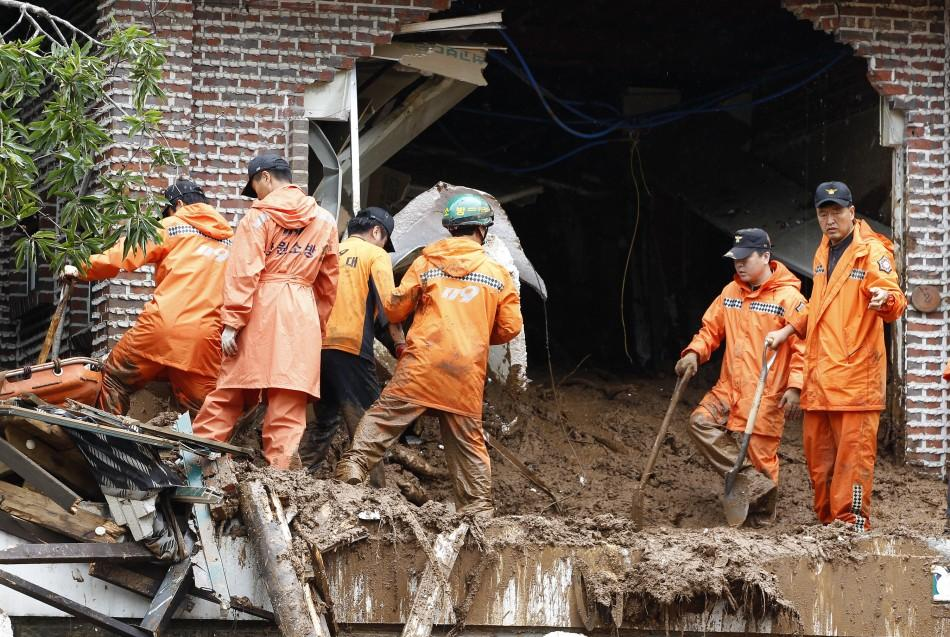 Landslides hit South Korea killing 32