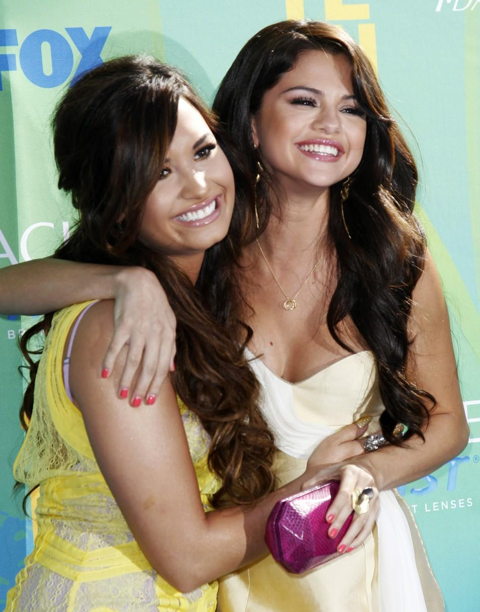 Selena Gomes, boyfriend Justin Bieber win Teen Choice Awards