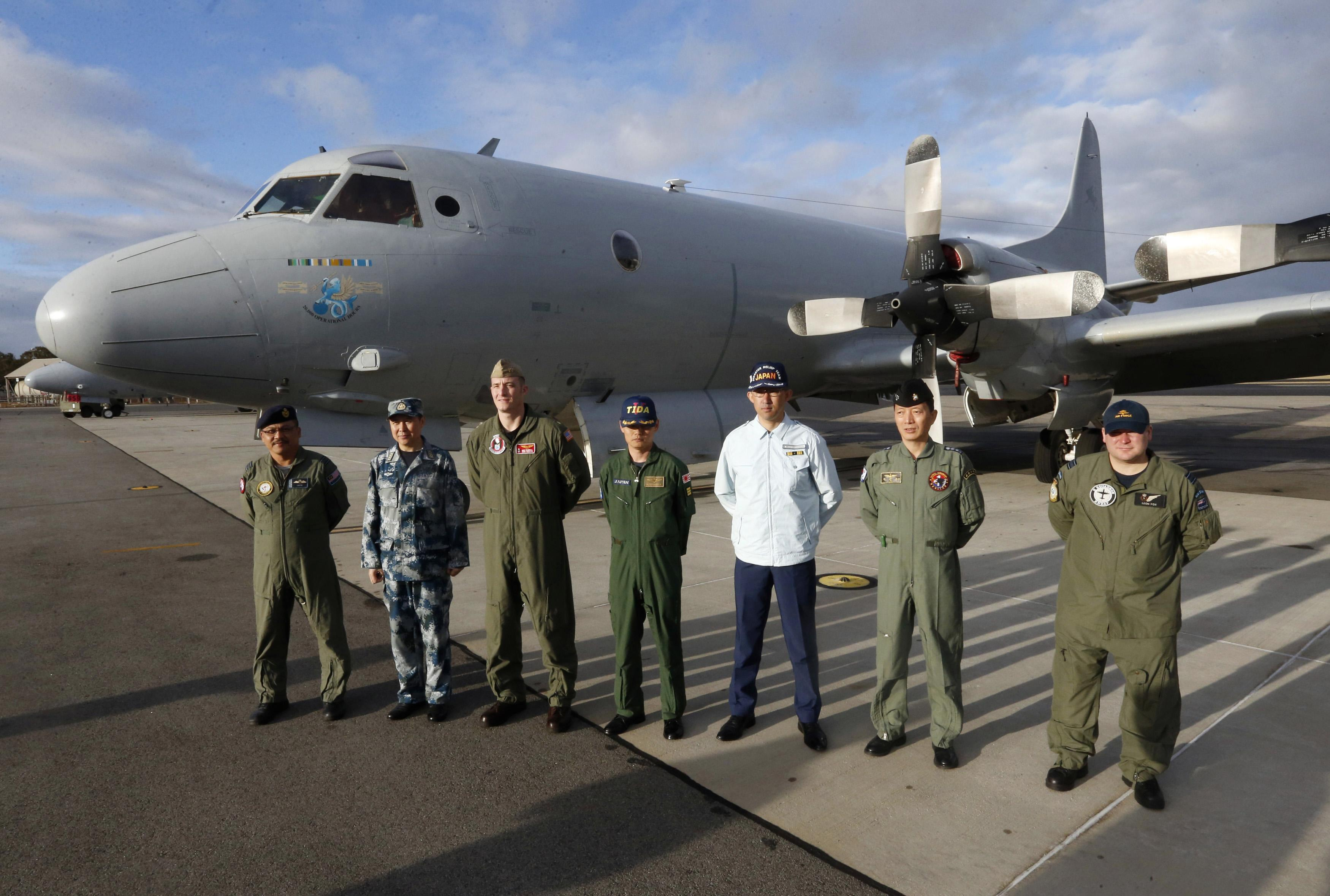 MH370 search team March 30