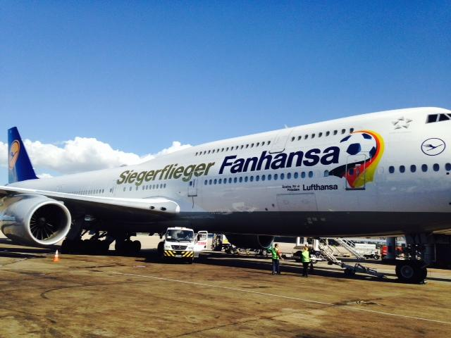 German world champions fly home on special lufthansa for Lufthansa direct flights to germany
