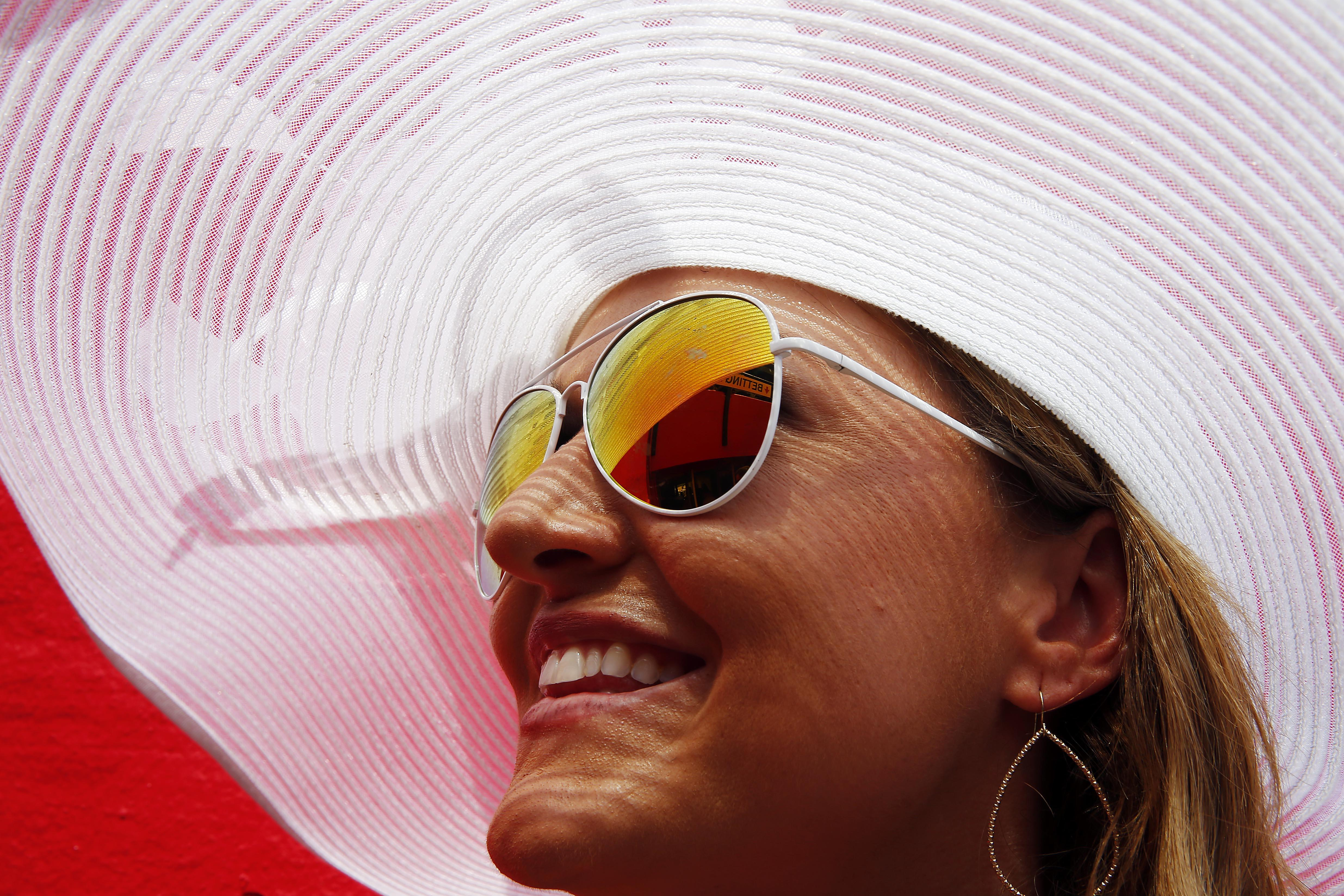 2015-05-16T191446Z_1230623025_NOCID_RTRMADP_3_HORSE-RACING-140TH-PREAKNESS-STAKES