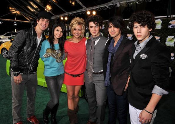 Jonas brother dating brothers ex