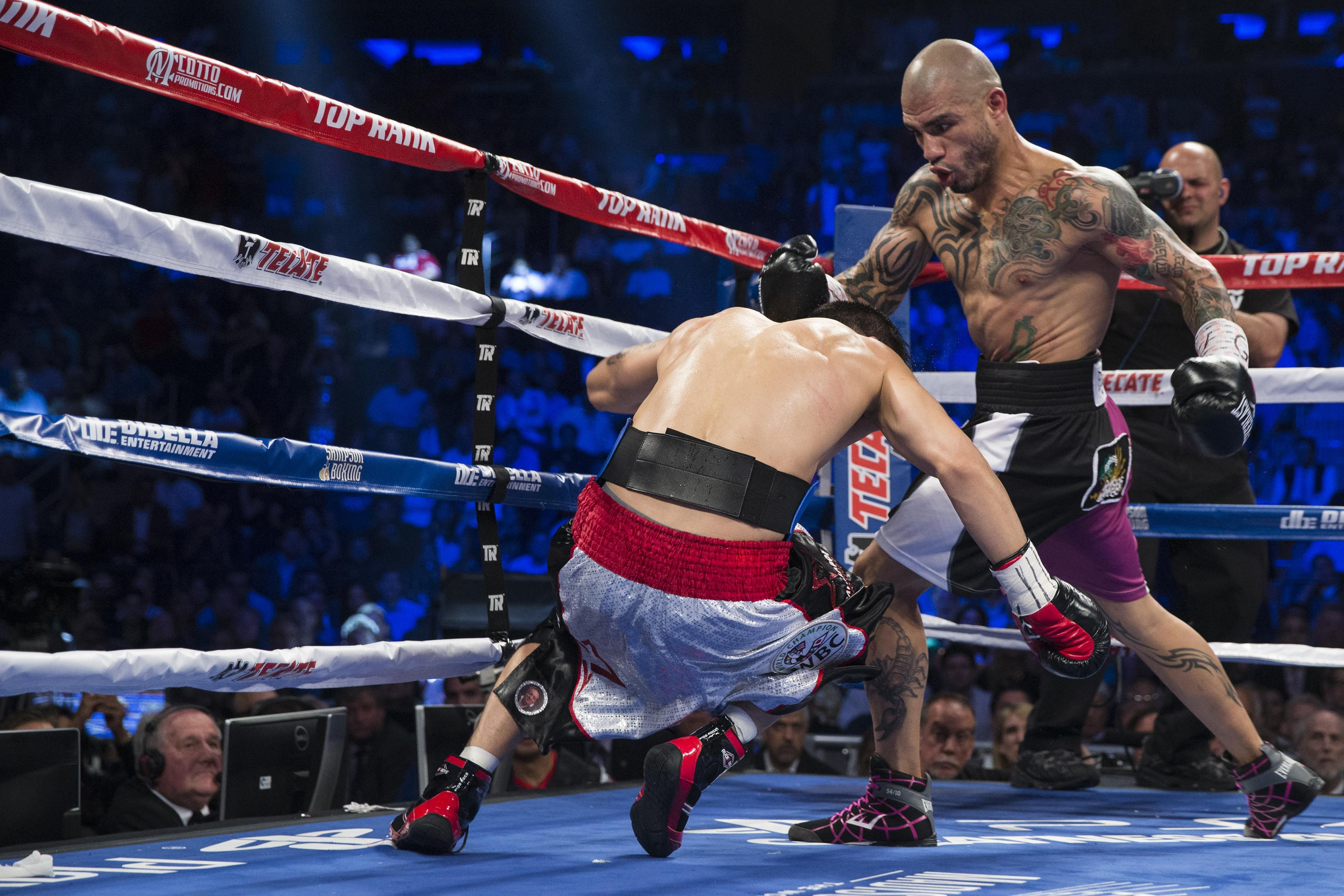 cotto beats martinez